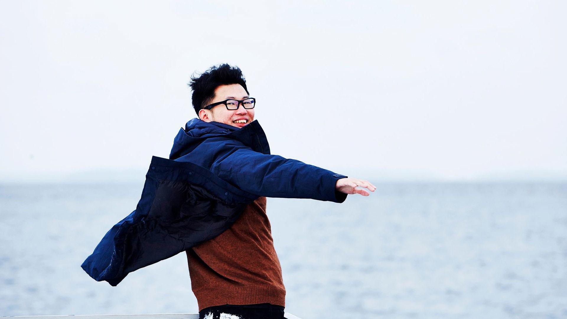 Gen Takagi on työskennellyt monipuolisesti media-alalla, mutta sanoo olevansa ensisijaisesti koomikko. Hän on tehnyt vuosien ajan nettiin komediavideoita.