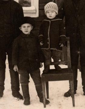 Taavi Törmälehto oli Mannerheim-ristin ritari. Hänen pikkuveljensä Veikko kuoli alokasleirillä.