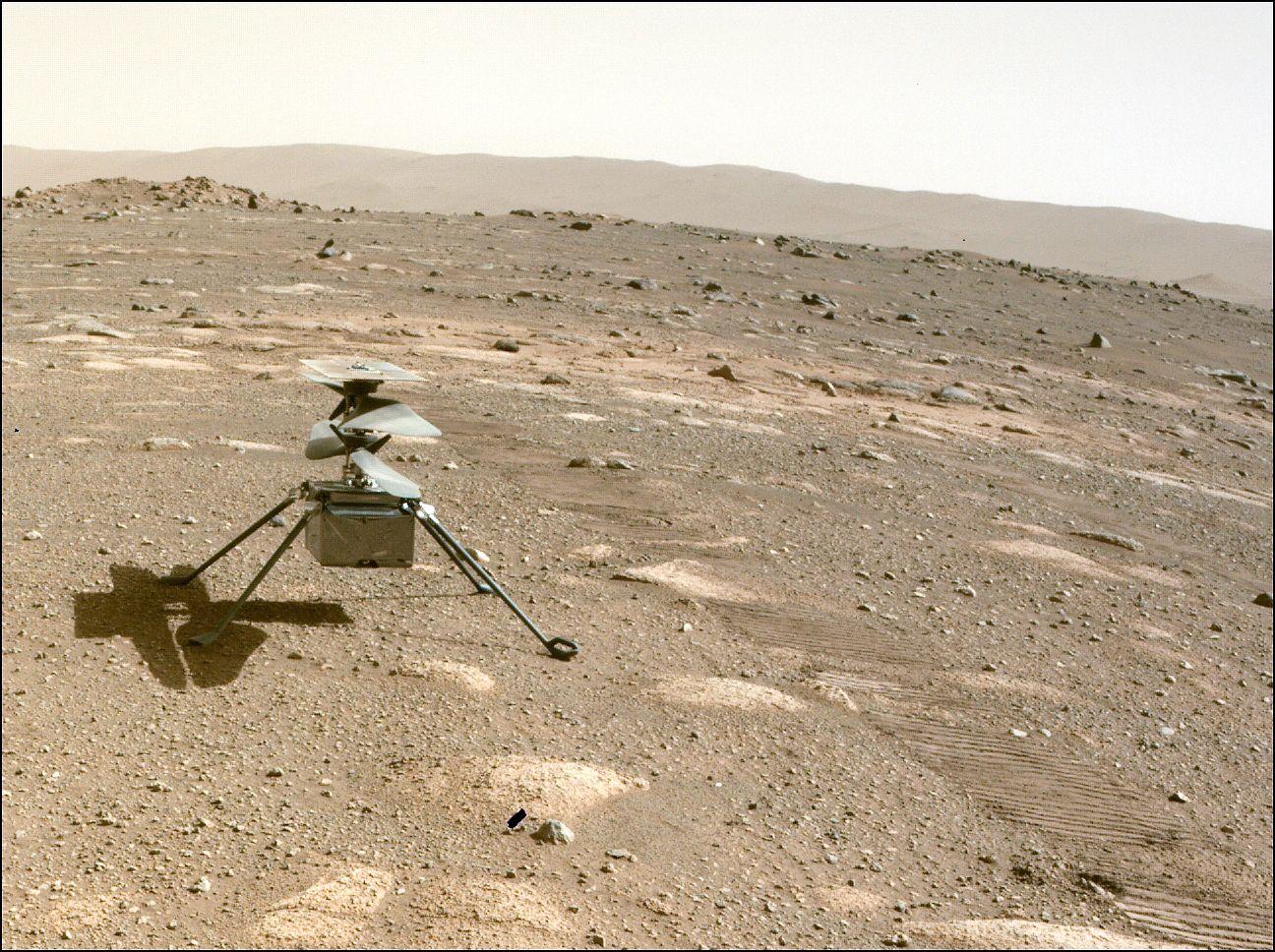 Perseverancen mukana Marsiin matkasi helikopterimainen Ingenuity-lennokki, joka selvittää tulevaisuuden lennokkien käytön mahdollisuuksia planeetan kaasukehässä. © Nasa