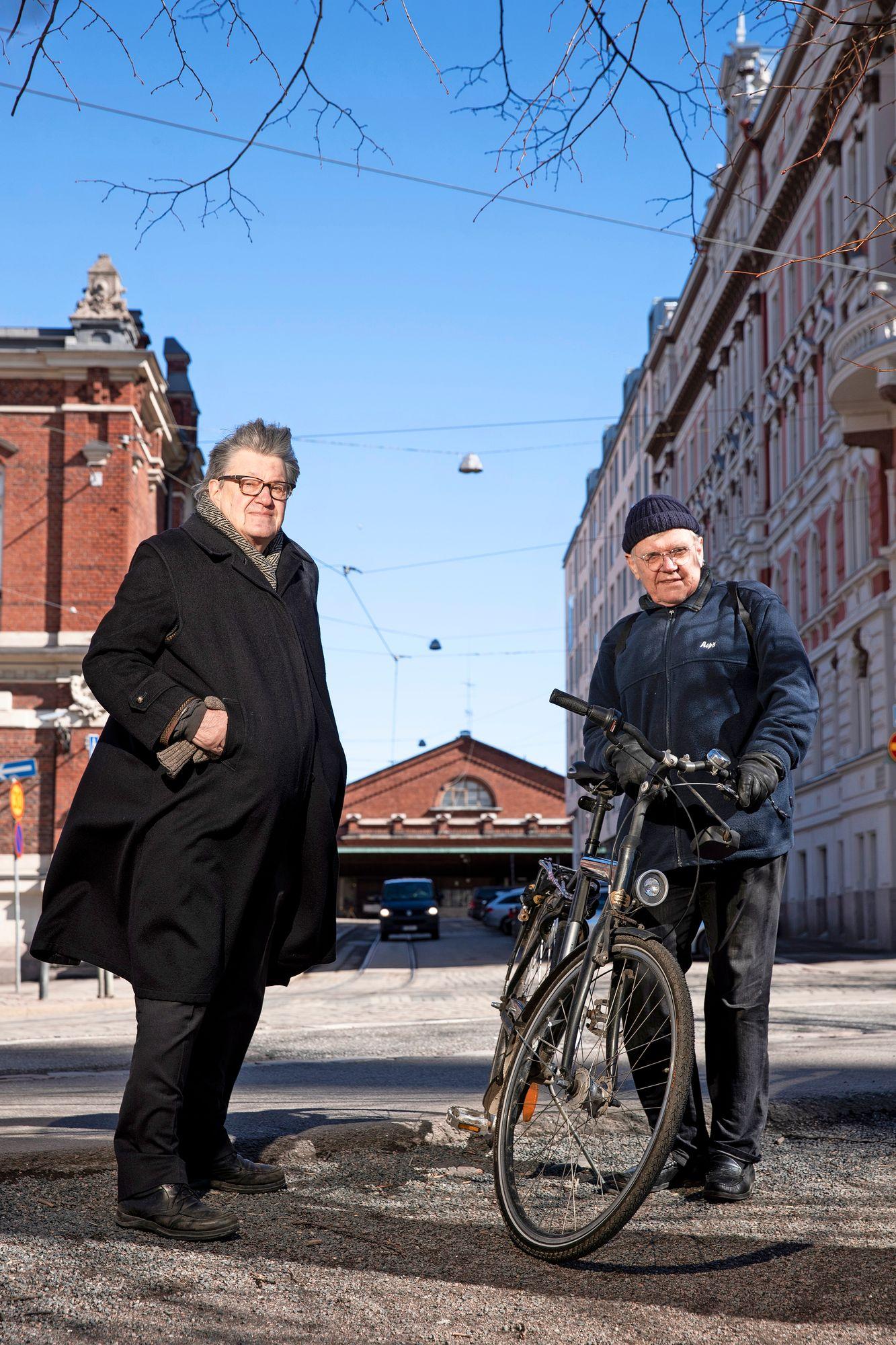 Vanhaa keskustaa rakastavat Vilhelm Helander ja Mikael Sundman eivät vastusta rakentamista, vaan lyhytnäköistä purkamis- ja tuhoamisvimmaa. © Tommi Tuomi