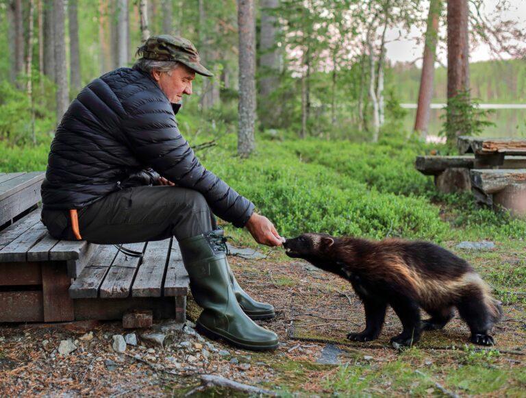 Hemmo-ahma ja luontokuvaaja Antti Leinonen