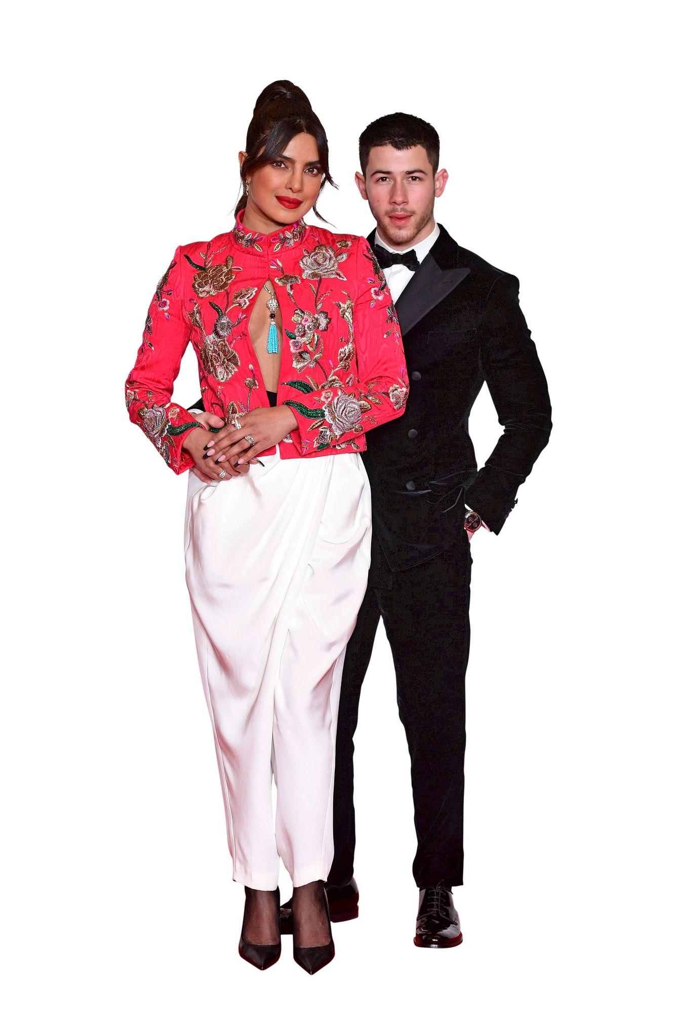 """Bollywoodin supertähti Priyanka Chopra Jonas saapui gaalaan aviomiehensä Nick Jonaksen kanssa. Priyanka on puhunut mediassa intohimoisesta luonteestaan ja sen hyväksymisestä. """"Lapsena ajattelin, että intohimoista naista ei katsota hyvällä. Hiljalleen tajusin, että se on oma vahvuuteni."""" © Ian West / PA Images / MVPhotos"""