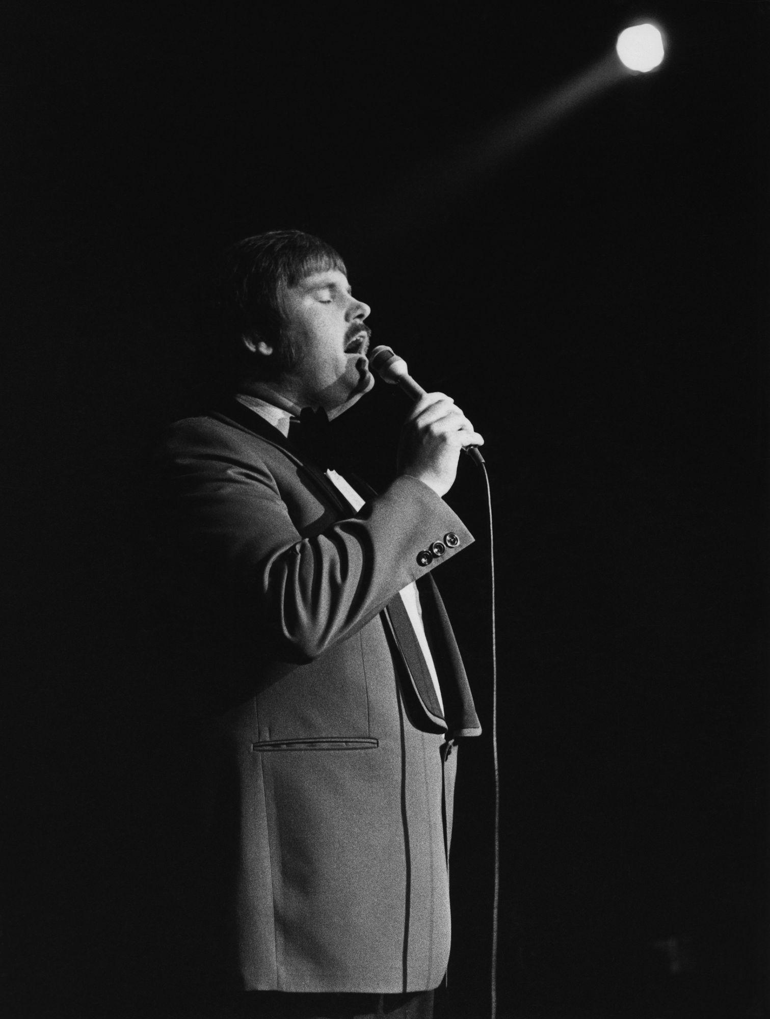 1970-luvulla Fredi oli yksi Suomen levymyyntikuninkaista. Hänen esiintymistyylinsä oli eleetön ja varma. © SKOY