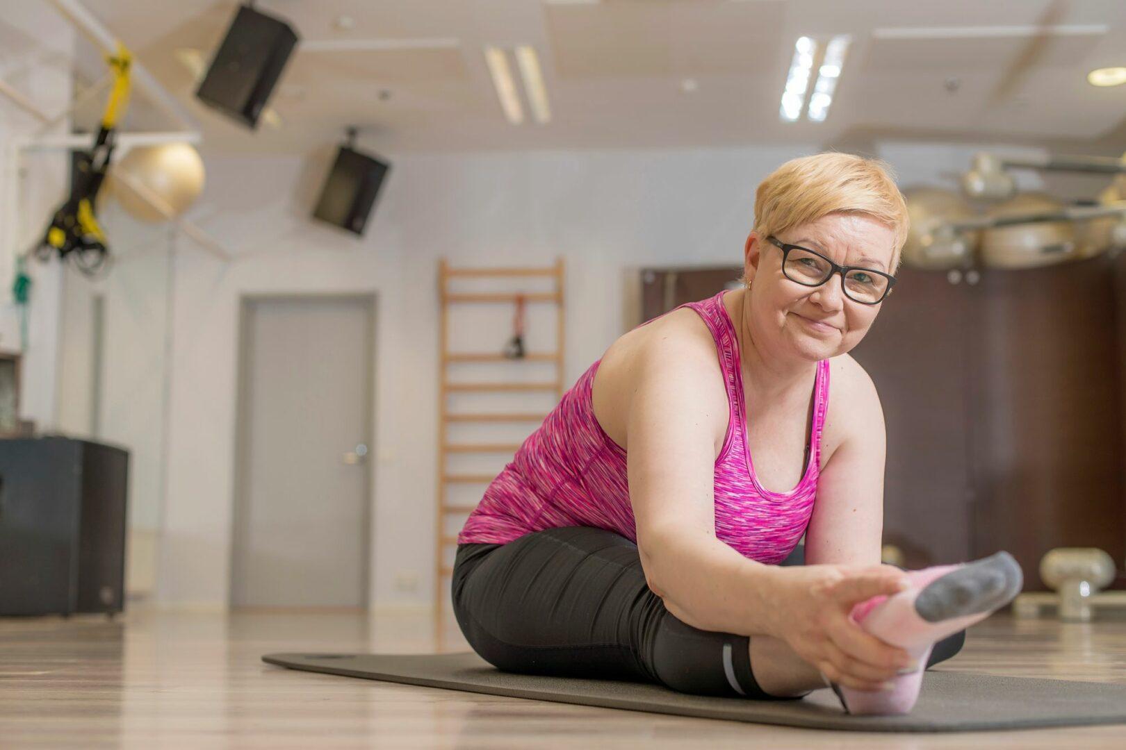 Vapaa-aikanaan Johanna Auranen treenaa kuntokeskuksessa. työuupumuksen pahimmassa vaiheessa salille lähtö oli vaikeaa, mutta vähitellen salikäynnit ovat auttaneet takaisin aktiiviseen elämään.  © Mikko Nikkinen