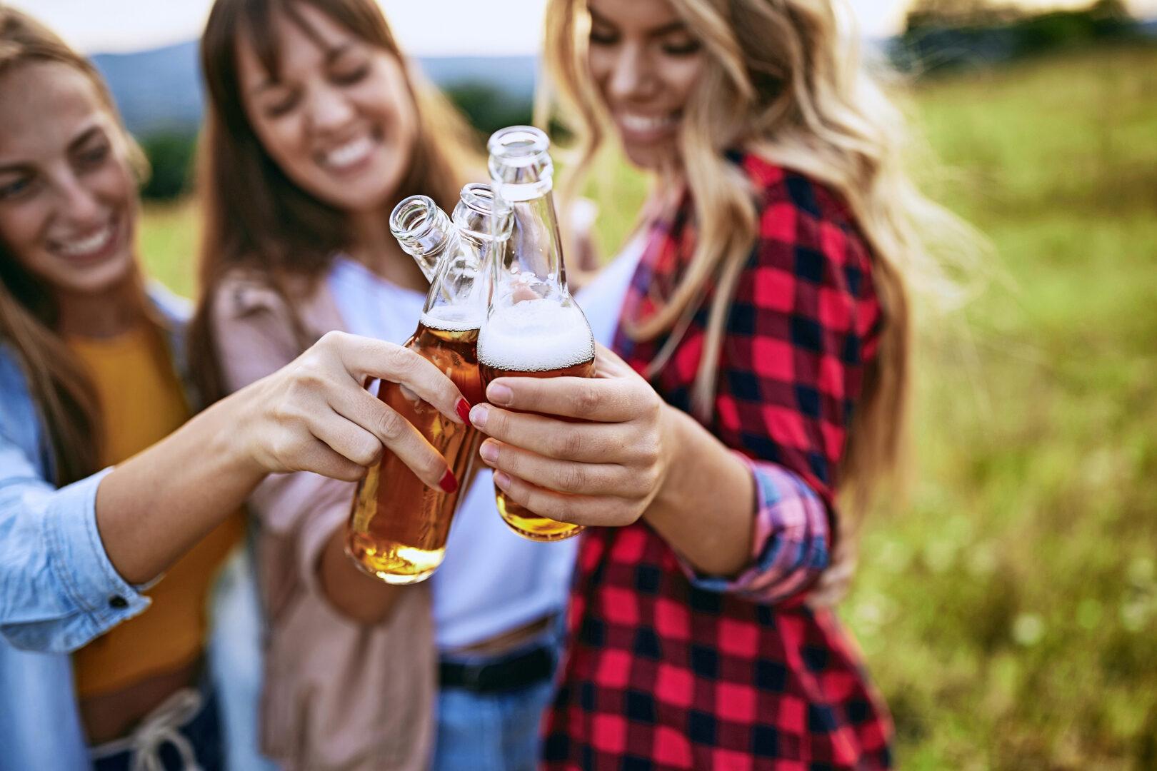Nuoret juovat todennäköisemmin, jos puberteetti alkaa aikaisin.