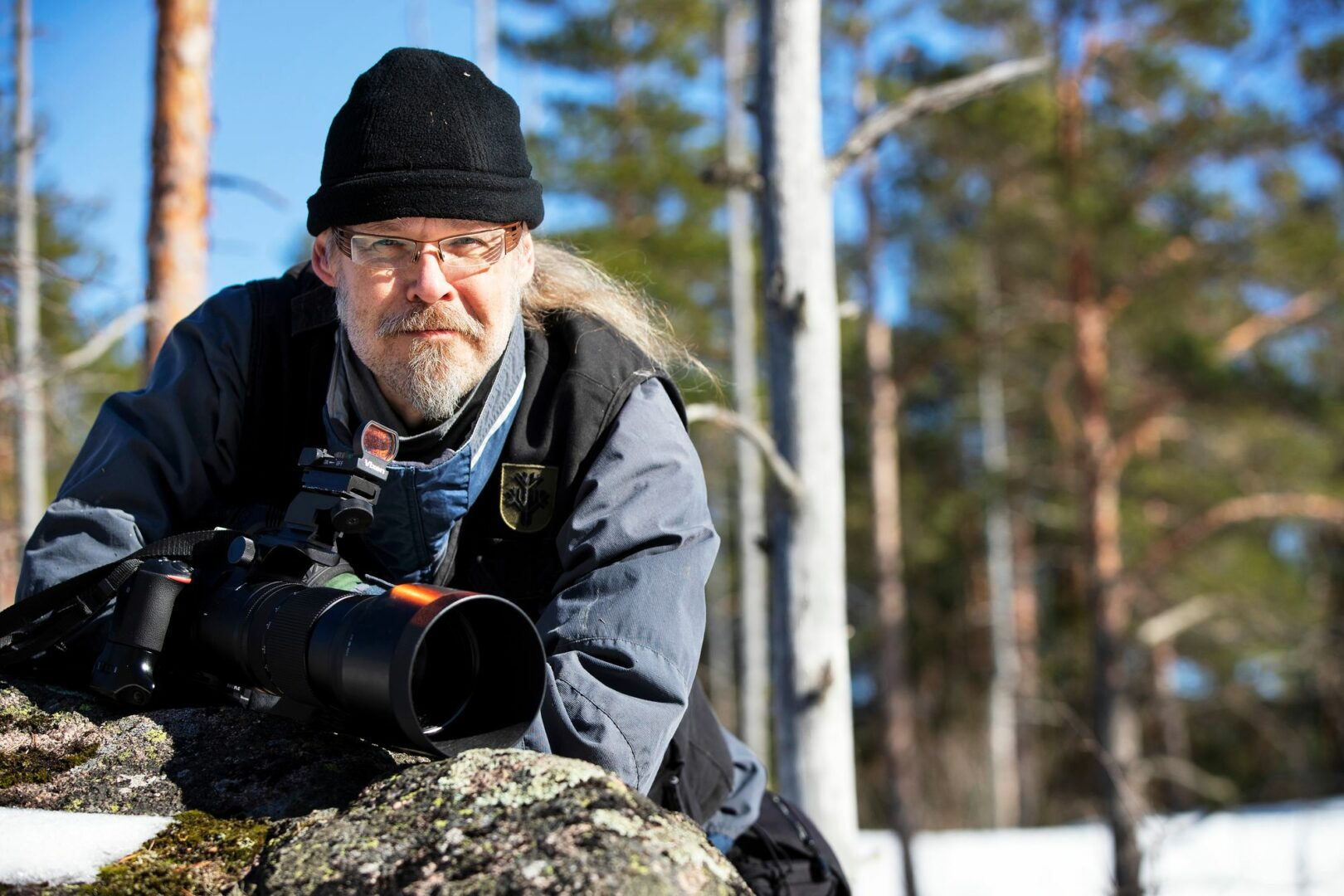 """Valokuvaamisen lisäksi Markus Hotakainen harrastaa ruuanlaittoa ja valmistaa yleensä perheen ateriat. """"Siinä on se hyvä puoli, että saa mitä tilaa."""" © Tommi Tuomi"""