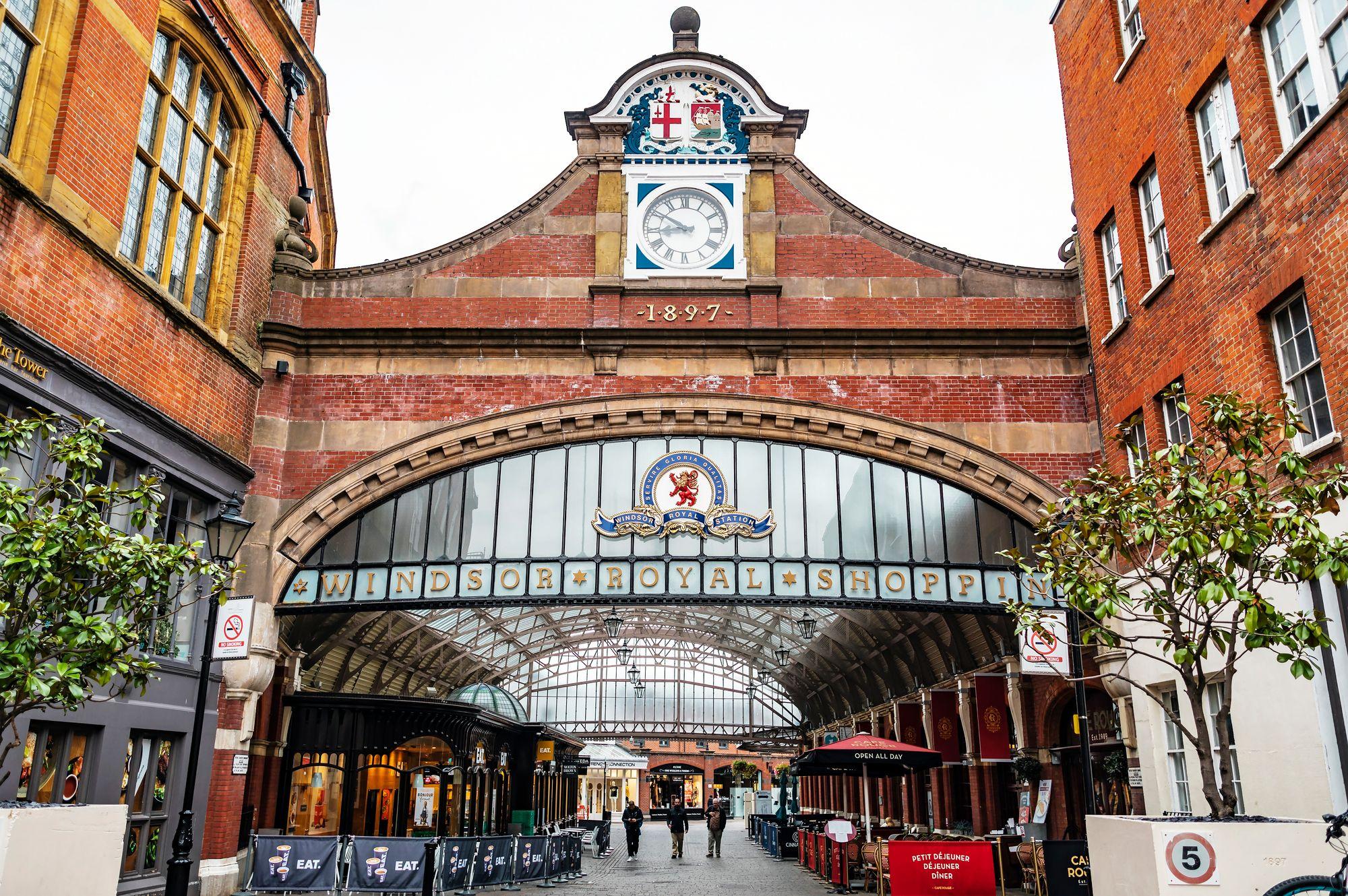 Rautatieasema on myös ostoskeskus © iStock