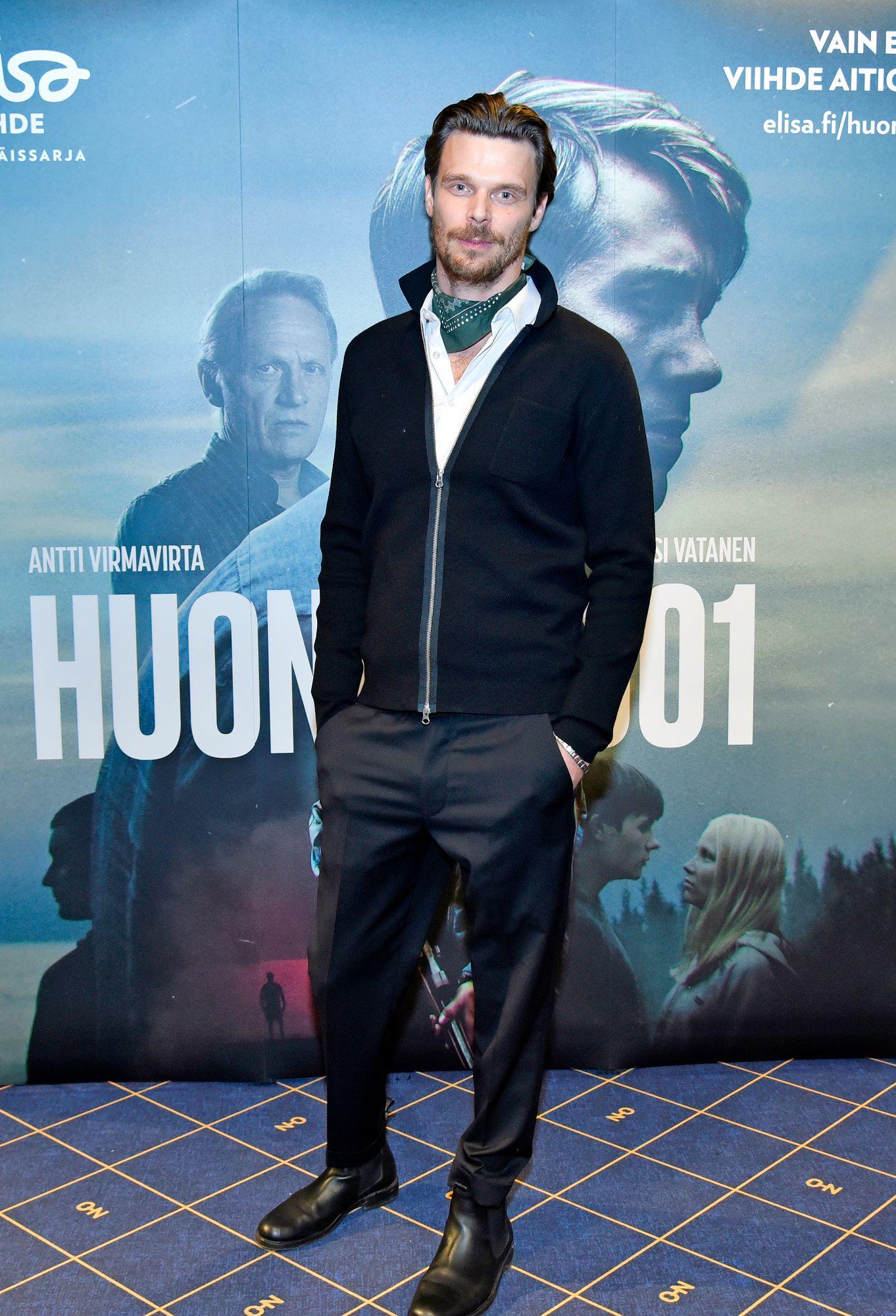"""Näyttelijä Andrei Alén on yrittänyt nähdä korona-ajassa myös positiivista. """"Uskon, että tästä jää uusia kivoja ja tehokkaita rutiineja tehdä asioita. En ole oppinut varmaan koskaan elämäni aikana niin paljon kuin nyt."""" © Otavamedian arkisto"""