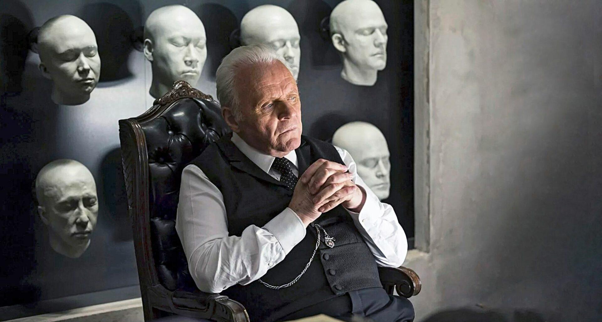 Sir Anthony Hopkins nousi supertähdeksi Uhrilampaissa 53-vuotiaana. Sen jälkeen hän on tehnyt lukuisia rooleja, kuten Westworld-sarjan tohtori Robert Fordin vuonna 2016.  © Wichita Films / Yle