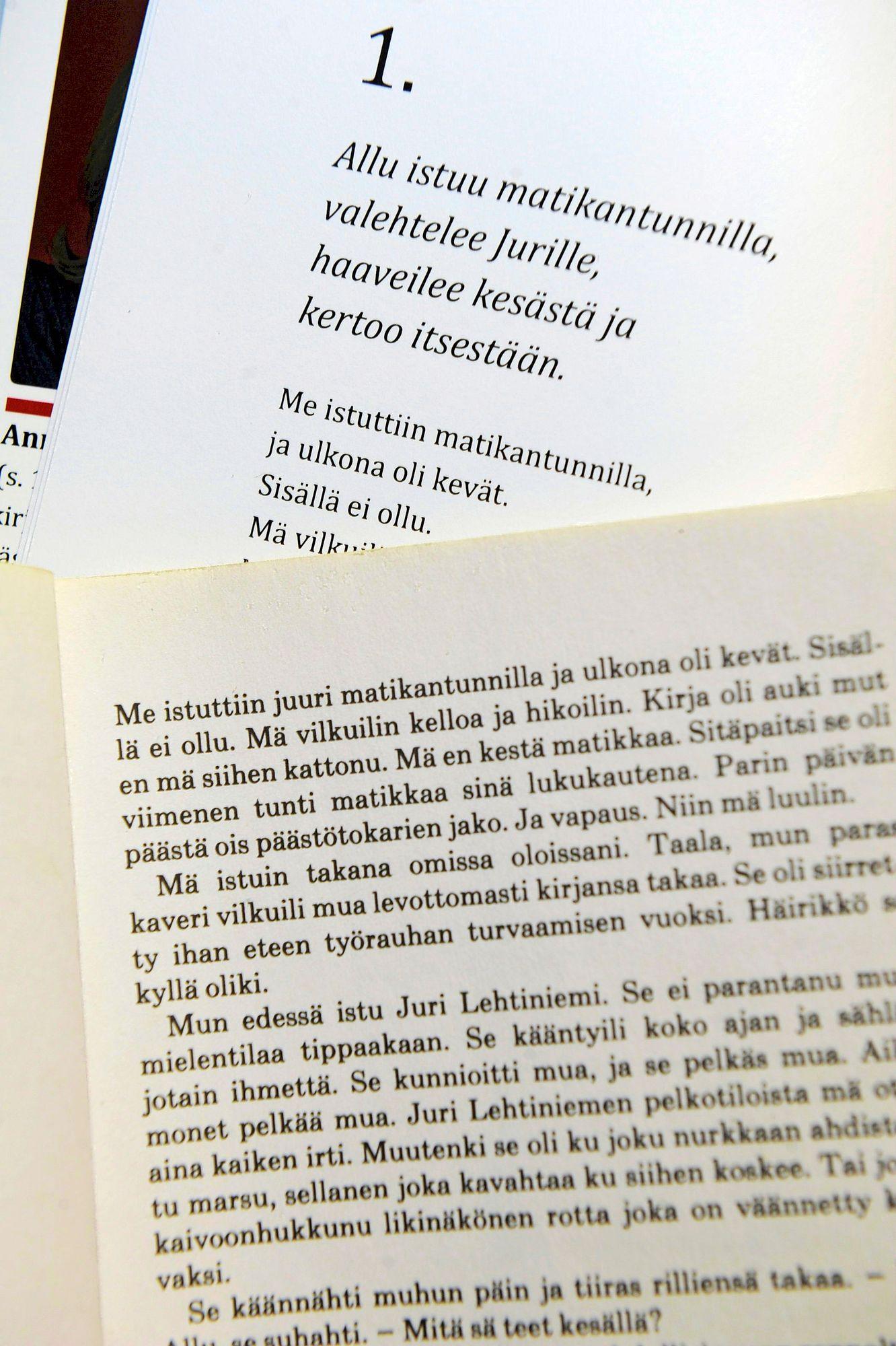Myös Anna-Leena Härkösen esikoisromaanista Häräntappoase on mukautettu selkokielinen versio, tekijänä Johanna Kartio. © Markku Kainulainen / Lehtikuva