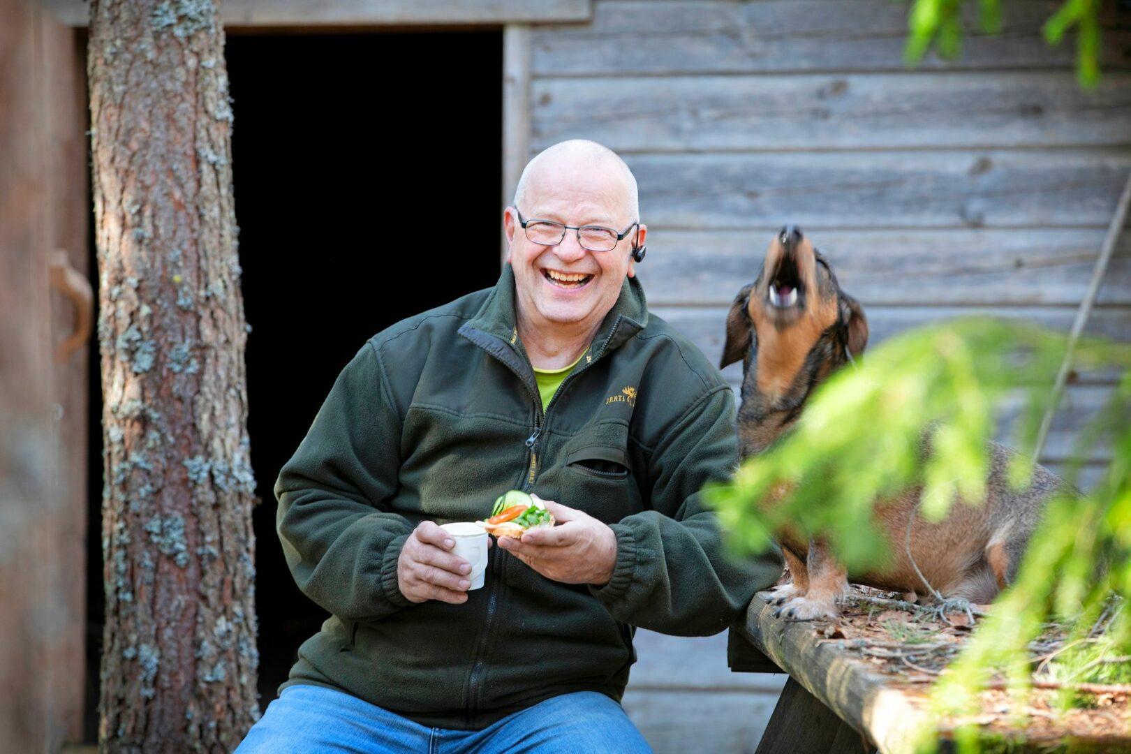 Nykyään Jarmo Rakkolainen herkuttelee muun muassa lähileipomon happamalla tattarileivällä, joka on täysin gluteeniton. © Suvi Elo
