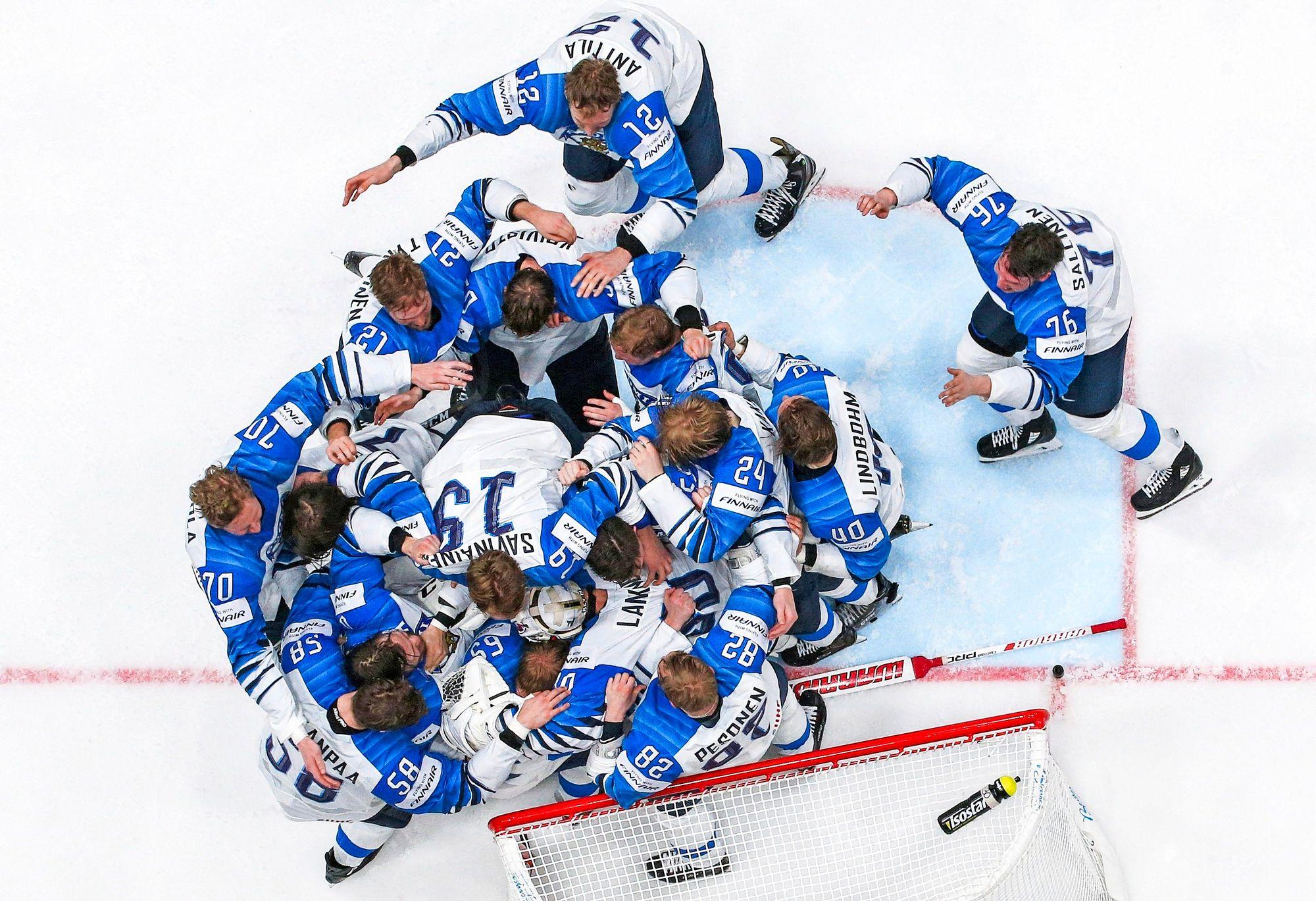 Suomi kaatoi vuoden 2019 MM-loppuottelussa Kanadan. Silloin mestaruus saavutettiin kokoonpanolla, jossa ei ollut NHL-tähtien tuiketta, mutta sitäkin enemmän joukkuehenkeä. © Itar Tass / Lehtikuva
