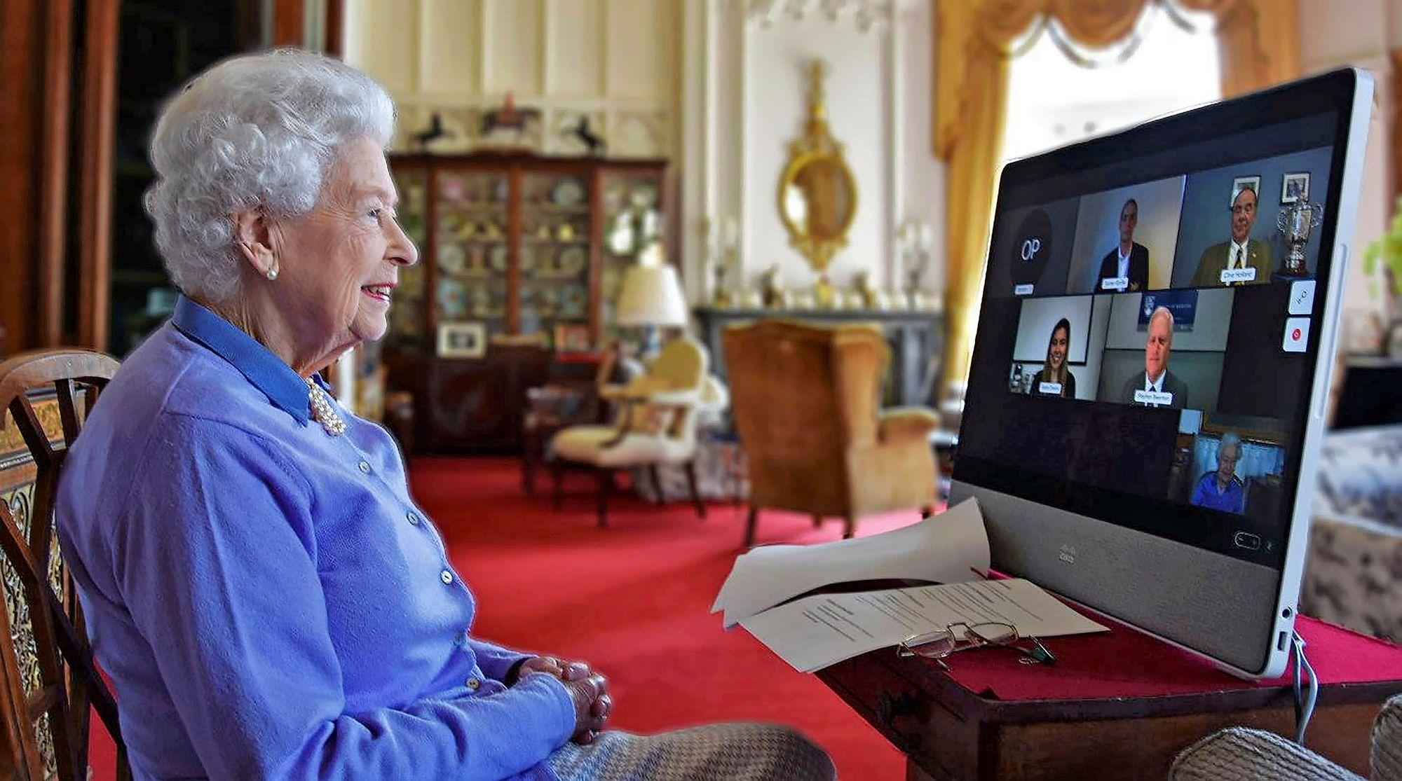 Kuningatar on jatkanut työtään myös Philipin kuoleman jälkeen. 95-vuotissyntymäpäivänään muutama päivä prinssin hautajaisten jälkeen kuningatar kertoi perheen elävän suuren surun keskellä. © Pool / Zuma Press / MVPhotos