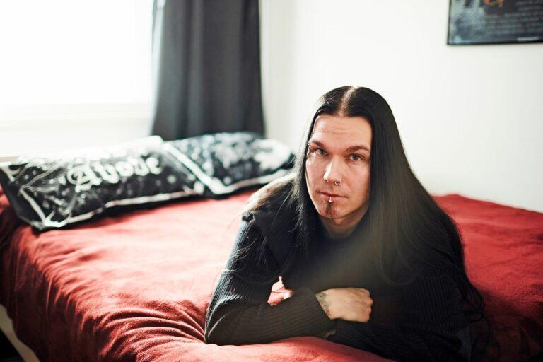 Samuli Kovaniemi on oppinut tunnistamaan, kun yöllinen unihalvaus on tulossa. © Sara Pihlaja