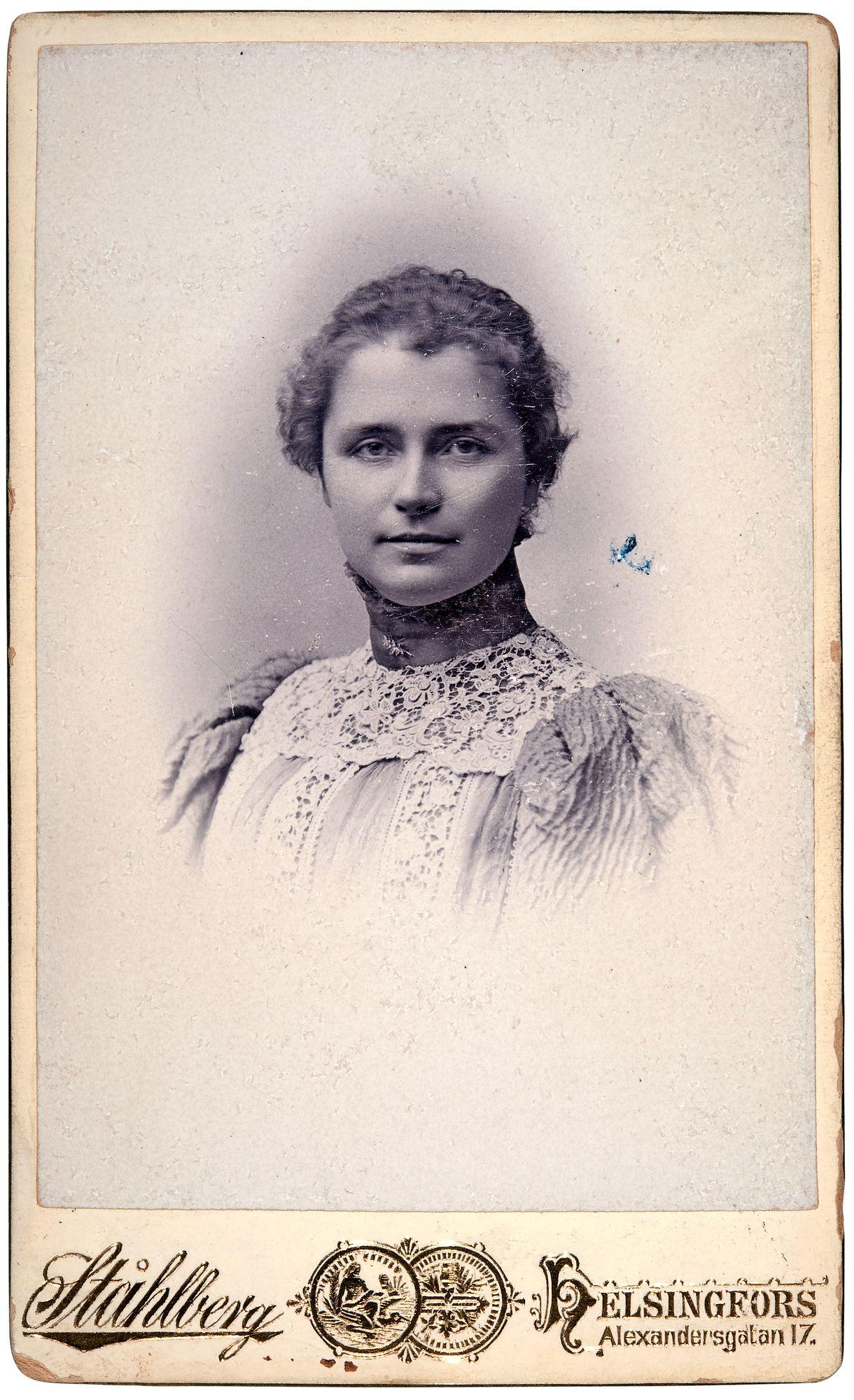 Linderin ex-vaimo Sophie Mannerheim johti Suomen sairaanhoitajattarien koulutusta vuodesta 1904 alkaen. © Museovirasto