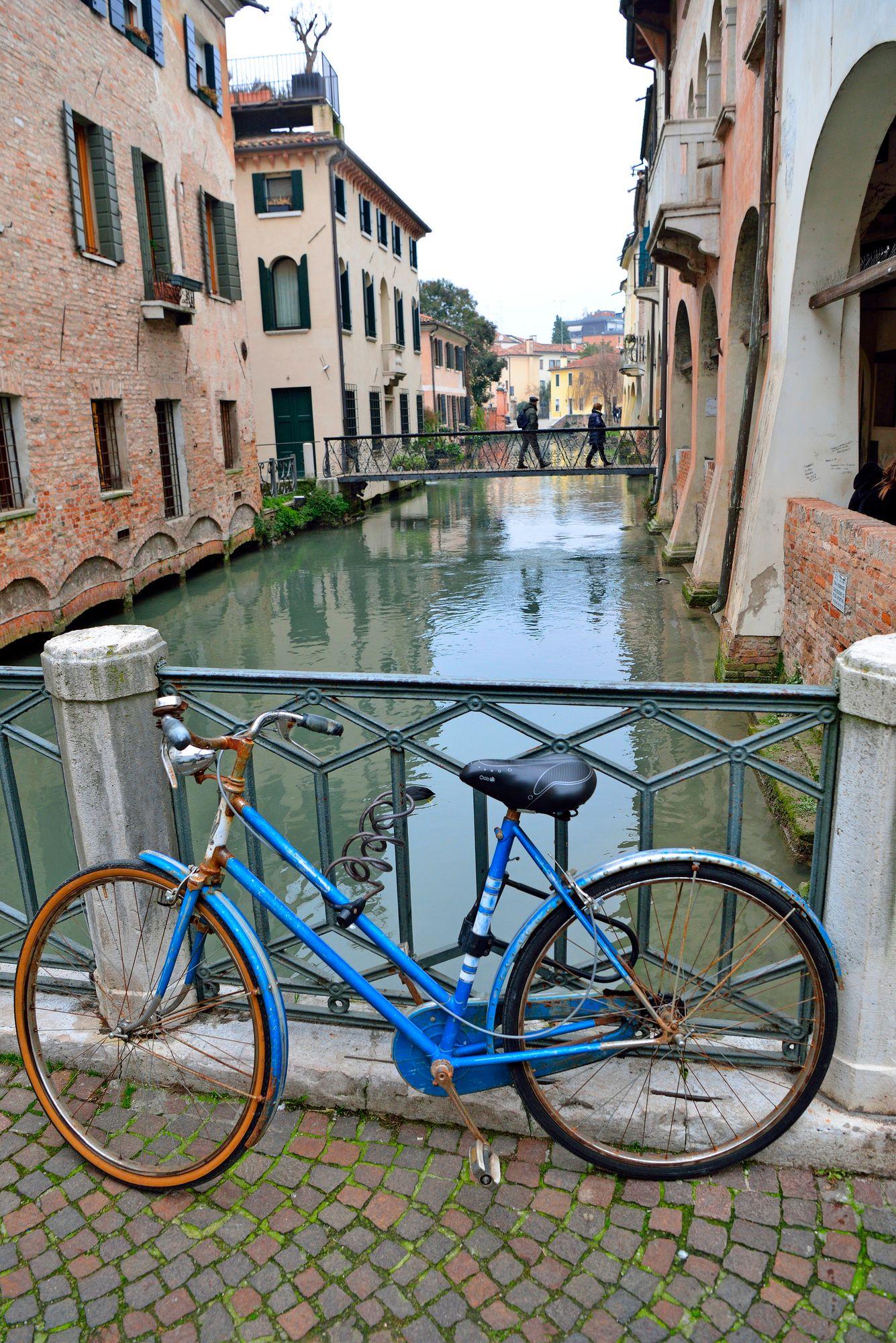 Trevison historiallinen keskusta on juuri sopivan kokoinen käveltäväksi. Vanhaa kaupunkia halkovat lukuisat kanavat. © Pekka Numminen