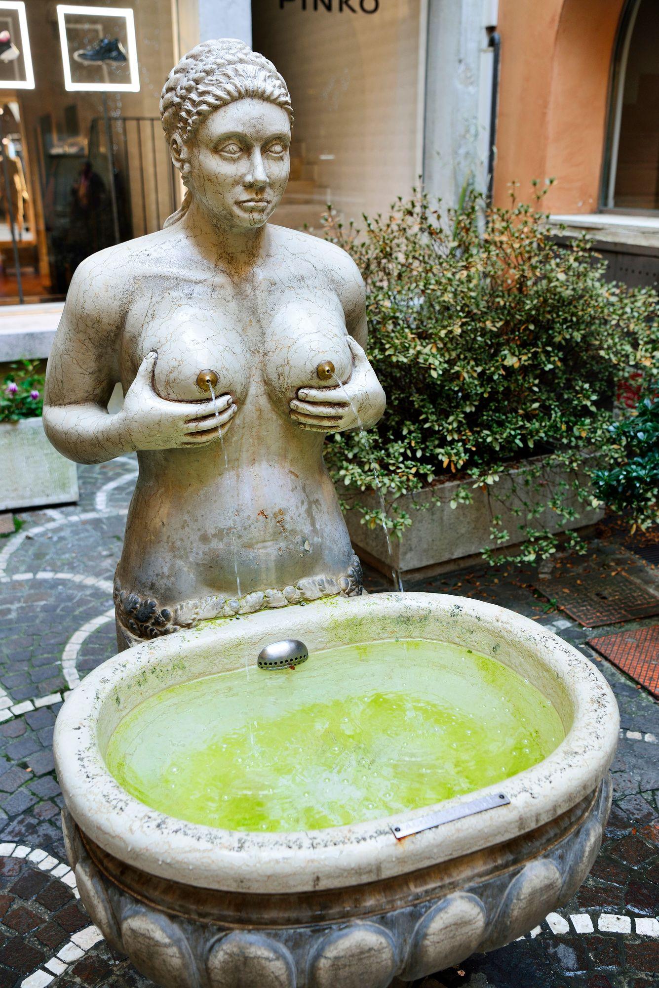 Fontana delle Tetten rinnoista suihkusi ennen viiniä, nykyisin niistä tulee vain vettä. © Pekka Numminen