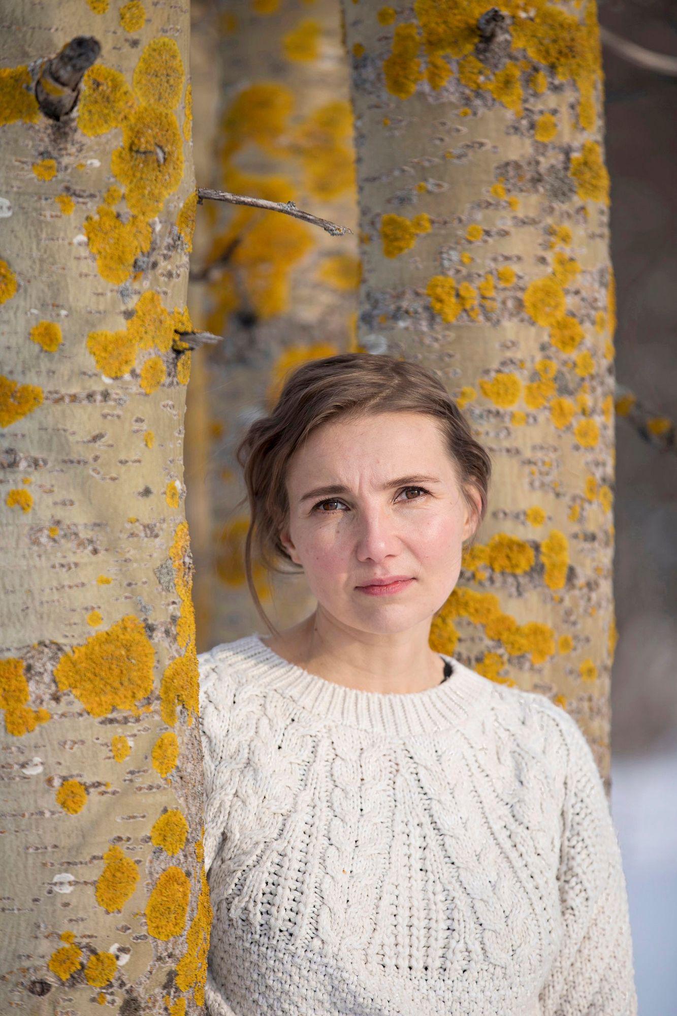 Kulkijat on Jenni Räinän uusi teos.