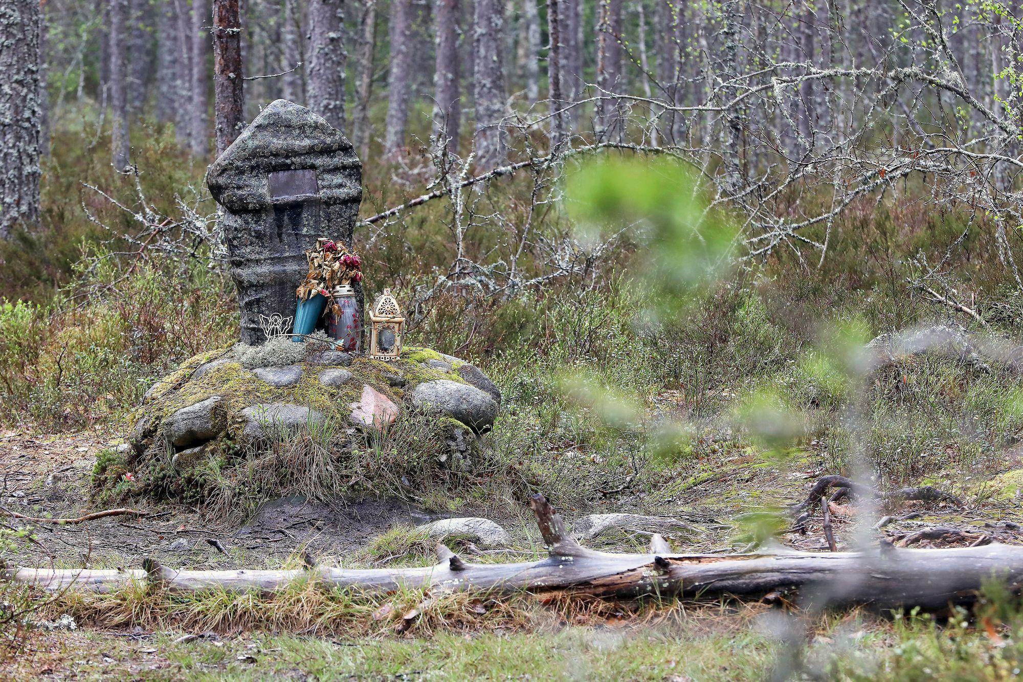 Muistomerkki sijaitsee sillä paikalla, josta Kyllikki Saaren ruumis löydettiin. © Jussi Partanen