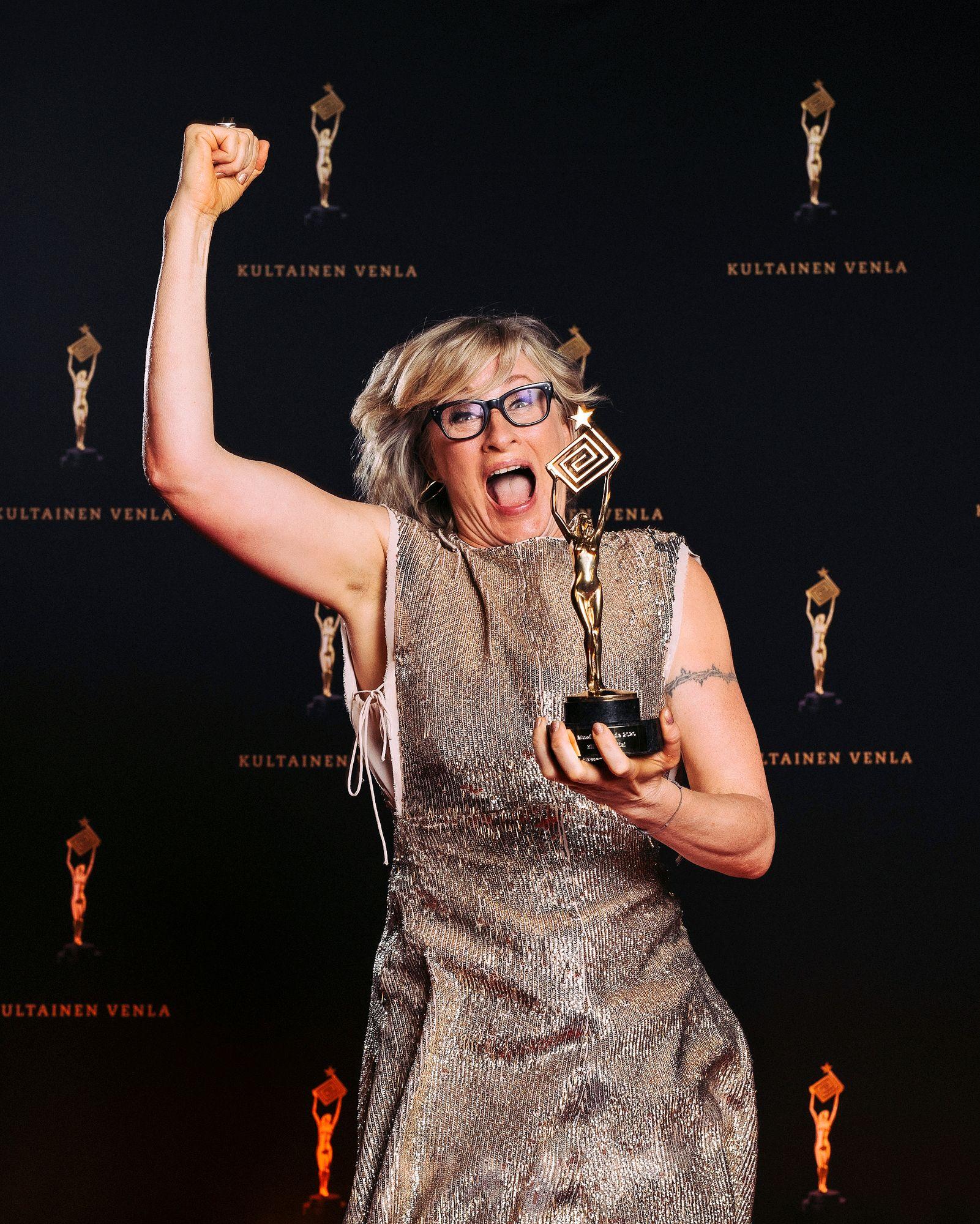 """Katja Ståhlin juontama Elämäni biisi palkittiin parhaana musiikkiviihteenä. """"Olen ensimmäistä kertaa voittamassa jotain!"""" © Julius Konttinen"""
