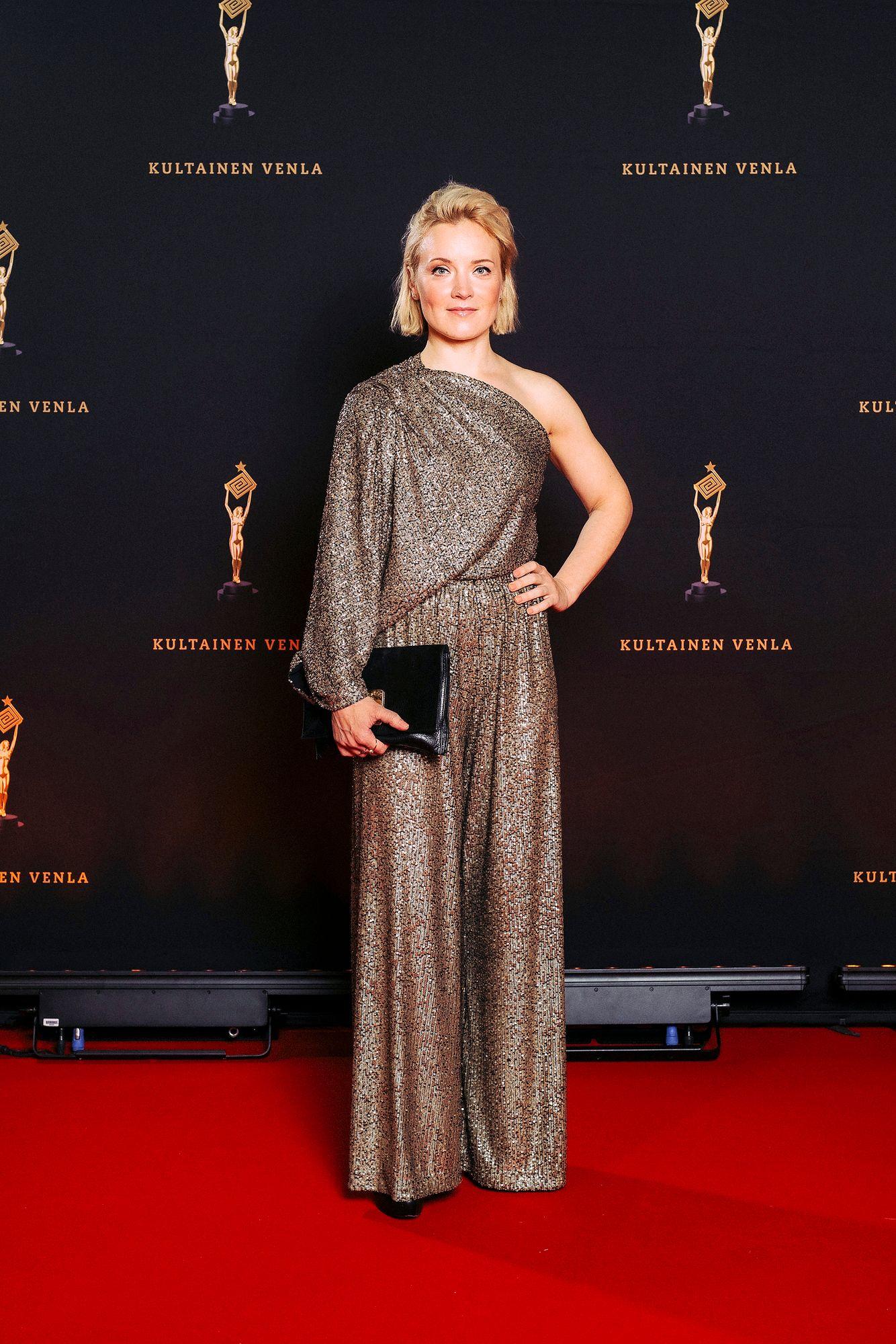 """""""Ihanaa nähdä ihmisiä! Nyt olen tehnyt Maria Kallio -sarjaa ja Kiljuset -elokuvaa"""", totesi näyttelijä Elene Leeve, jonka tähdittämä Sunnuntailounas napsi kaikkiaan kolme Venlaa. © Julius Konttinen"""