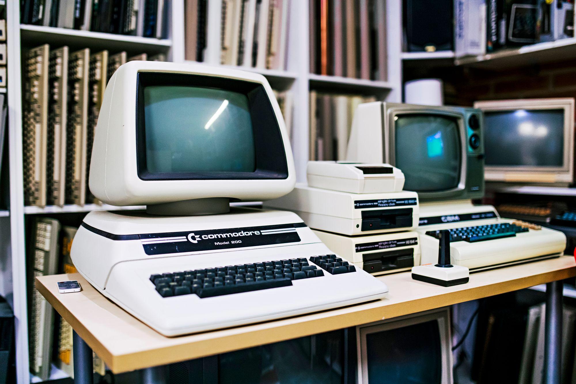 Mustavalkoinen Commodore PET 200 -tietokone oli aikoinaan myynnissä vain Euroopassa. © Krista Luoma