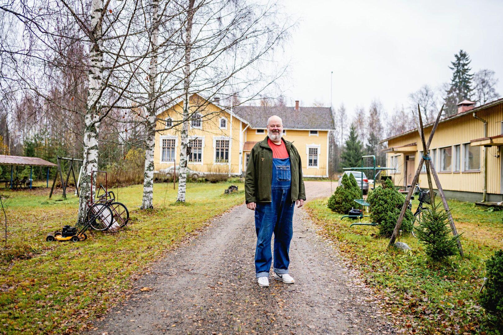 Johann oli suunnitellut kakkoskotia maalle. Kolkontaipaleen vanhasta kyläkoulusta tulikin ykkösasunto. © Aleksi Mustonen