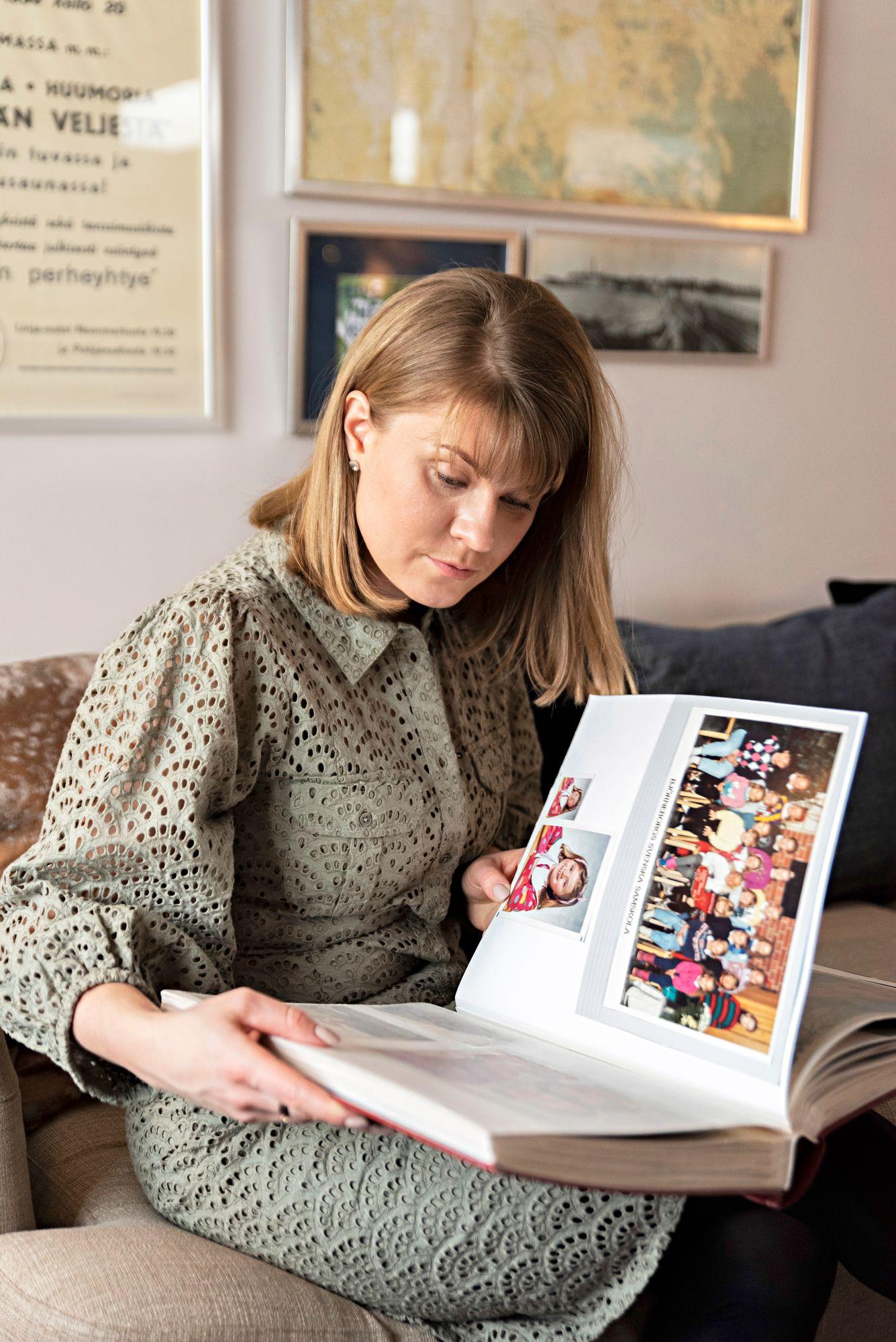 """Tähänastista elämäänsä muistellessaan Carla Björndahl on oivaltanut, että hän ei horju helposti. """"Löydän ratkaisun. Olen oppinut myös sen, että tietyissä tilanteissa pitää harrastaa tervettä itsekkyyttä."""" © Aku Ratsula"""