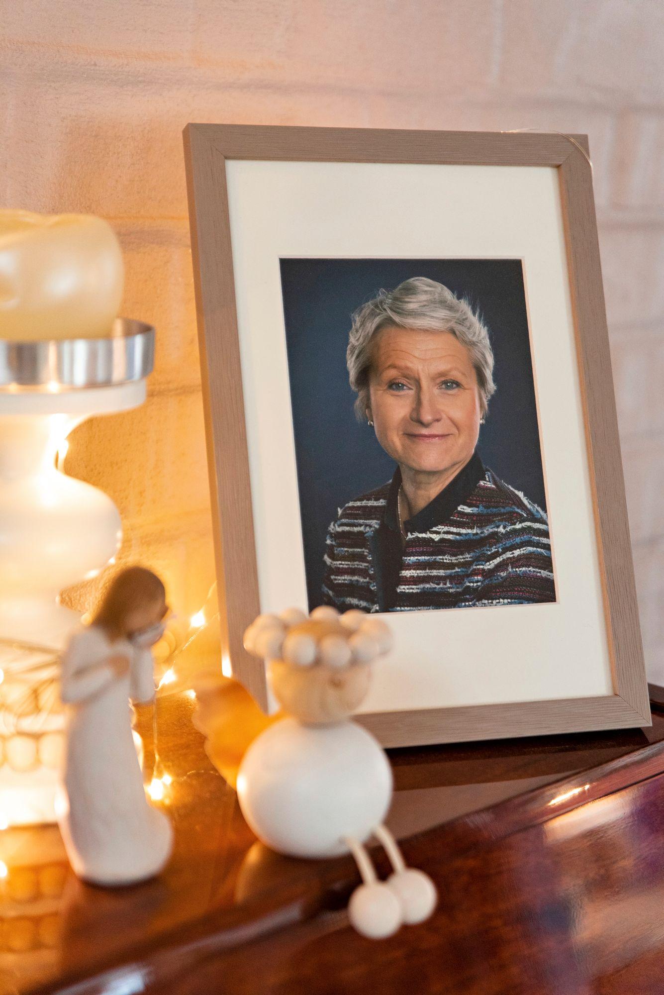 """Tiina Ratsula-Hällström eli elämänsä täysillä, vaikka hänellä oli syöpä. """"Suurella innolla, silmät säihkyen ja korut kilisten"""", Carla kuvaa. © Aku Ratsula"""