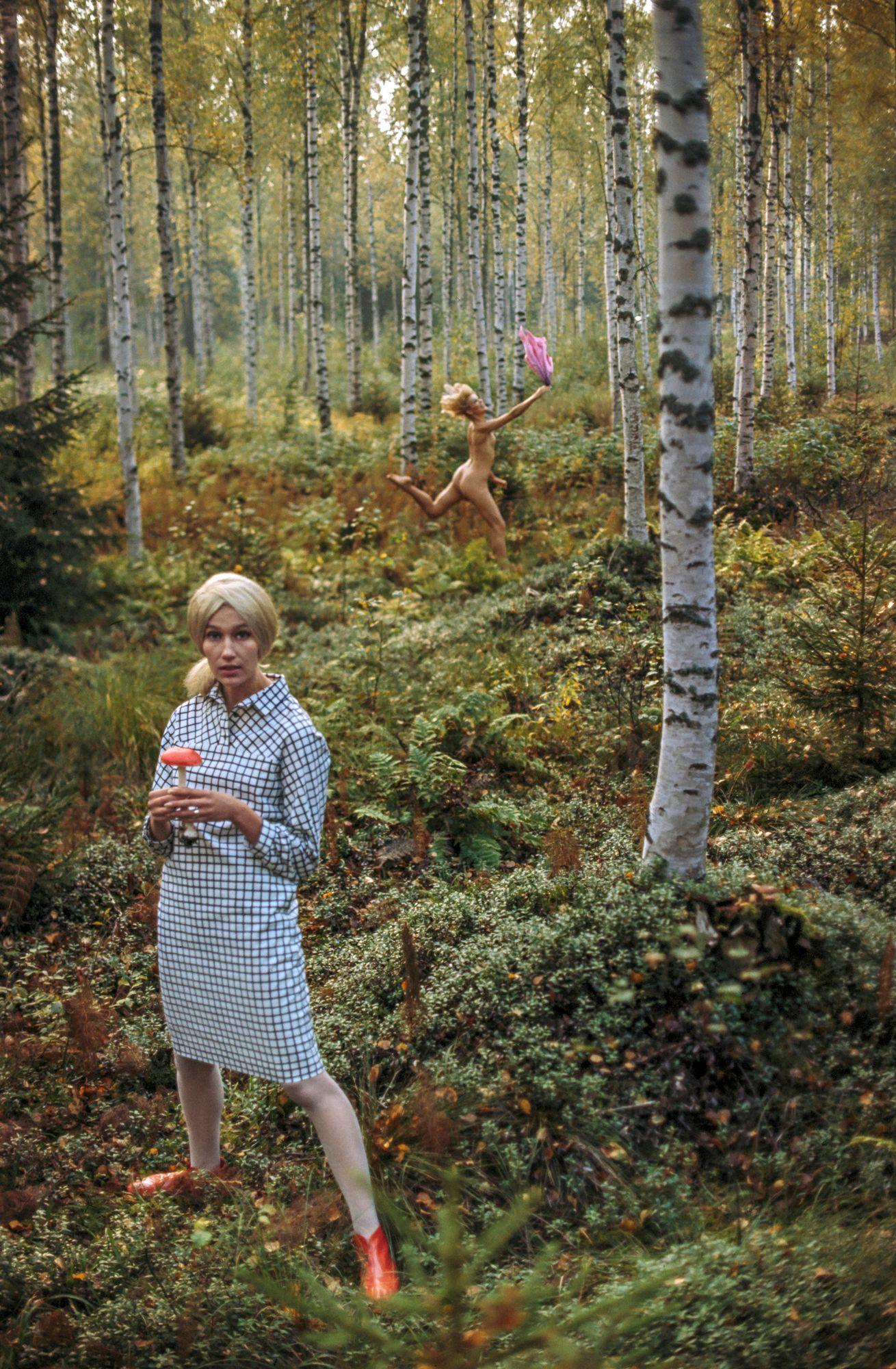 Nostalgiaa Marimekko-metsässä. Kuva Anjasta on Tonyn suosikki omien muotikuviensa joukosta. © Tony Vaccaro