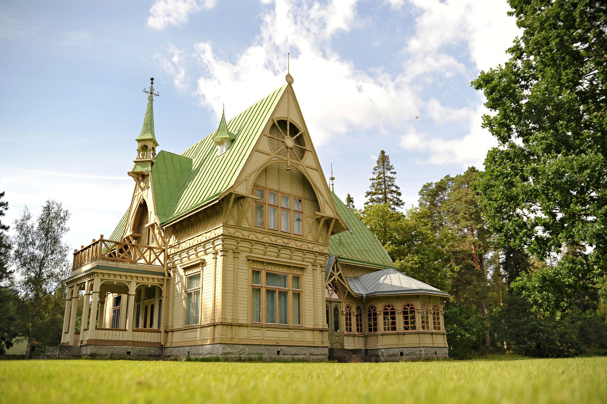 Carslron huvilassa voi aistia, miten herrasväki asui ja lomaili kesäisin 1900-luvun vaihteessa. © Harri Vaskimo