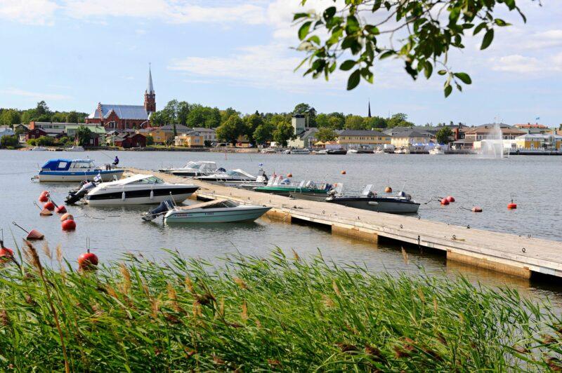 Kristiinankaupunki perustettiin vuonna 1649 Suomen kenraalikuvernöörinä toimineen Pietari Brahen toimesta. Satamasta tuli 1800-luvulla Pohjanlahden vilkkaimpia. © Harri Vaskimo