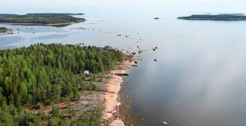 Hurppu Suomen kaakkoiskulmassa on lintuharrastajille arktisen muuton bongauspaikka. Kuntapäättäjät eivät ymmärtäneet, miten tärkeä kohde se on myös armeijalle. © Linda Varoma