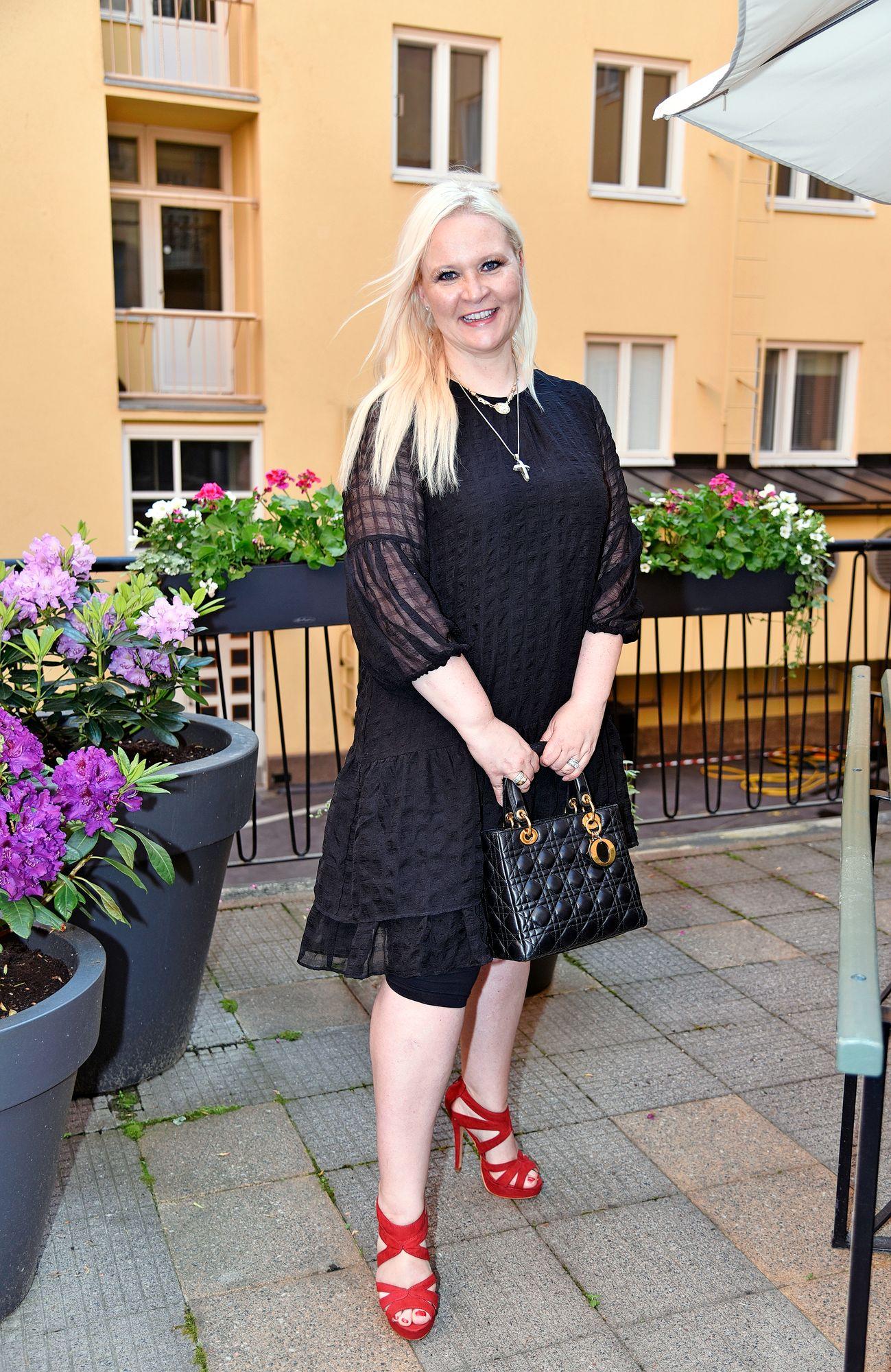 """Missikeisarinna Sunneva Sjögren meni naimisiin viime kesänä, mutta häämatka on vielä koronan vuoksi tekemättä. """"Häämatkan voi tehdä vaikka kymmenen vuoden päästä, mutta toivotaan, ettei siihen niin pitkään mene."""""""