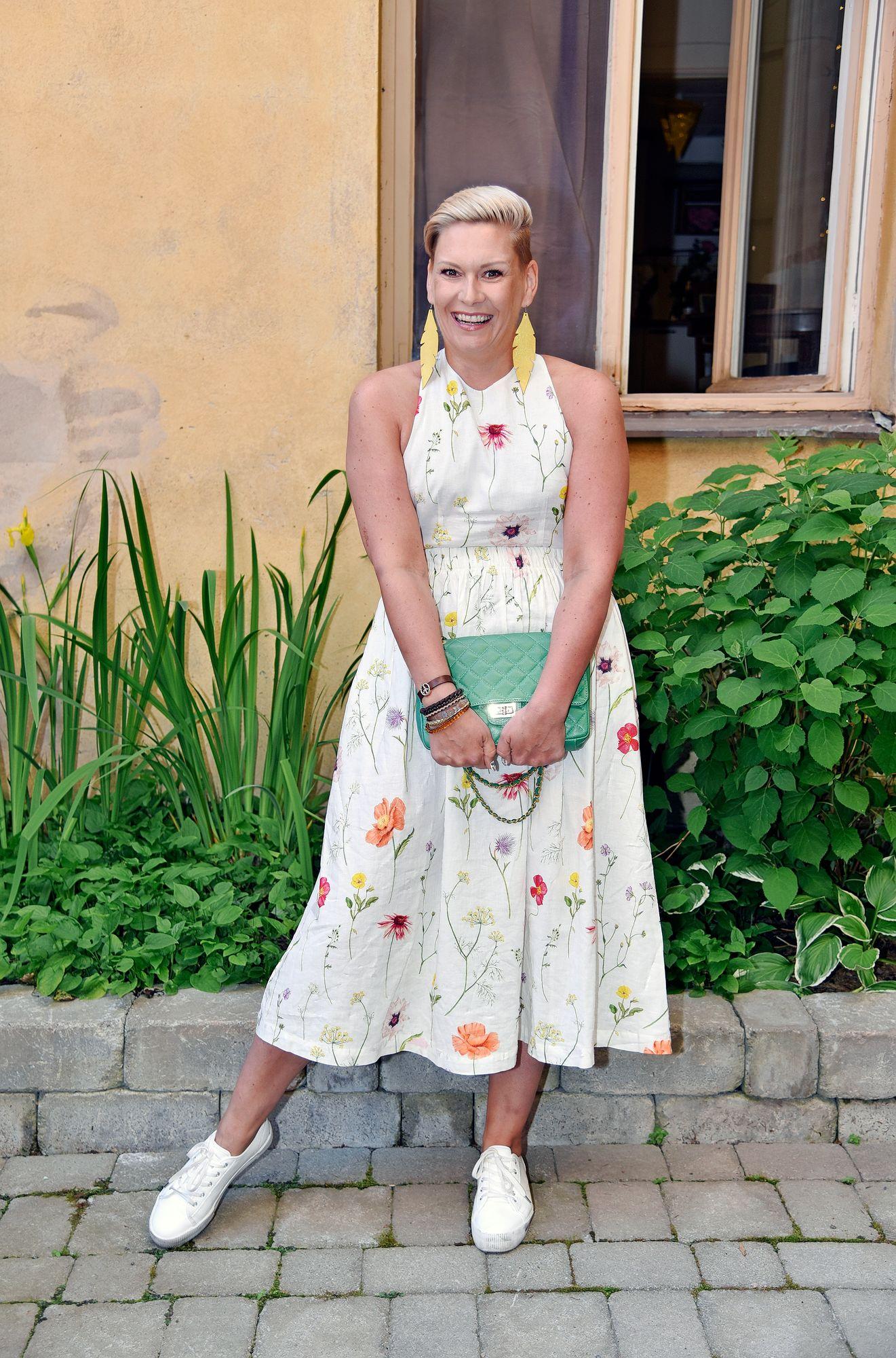 """Juontaja Heidi Sohlbergin viisi vuotta kestänyt taistelu syöpää vastaan on ohi. """"Niin hieno fiilis! Pakkohan tässä on juhlia elämää."""""""