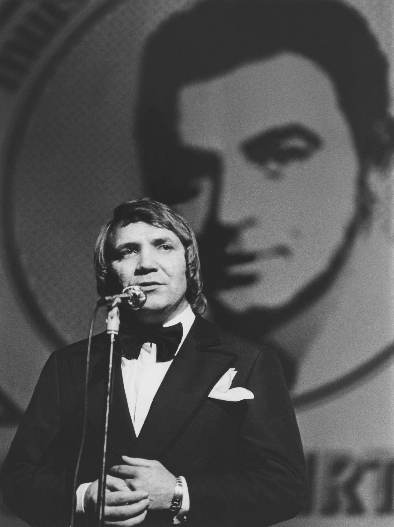 """Olavi Virran muistokonsertissa vuonna 1975. """"Virta on ollut yksi musiikillisista esikuvistani. Hänellä oli poikkeuksellisen kaunis ääni. """" © Veikko Lintinen/kuva-arkisto"""