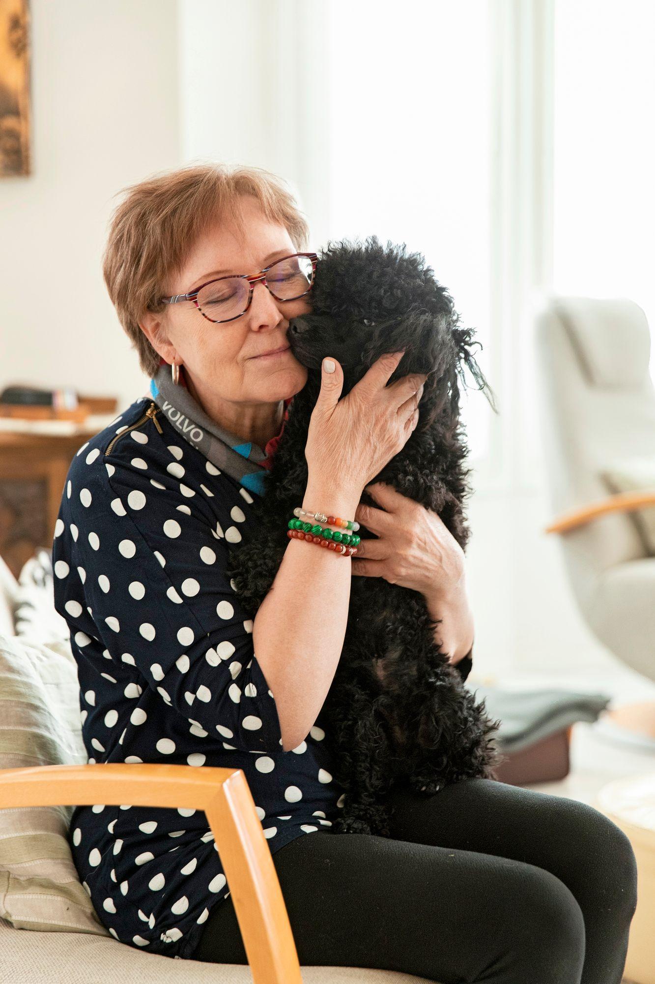 Riitasta koirissa on parasta, että niitä hän voi rakastaa ehdoitta ja niin paljon kuin haluaa. © Tommi Tuomi