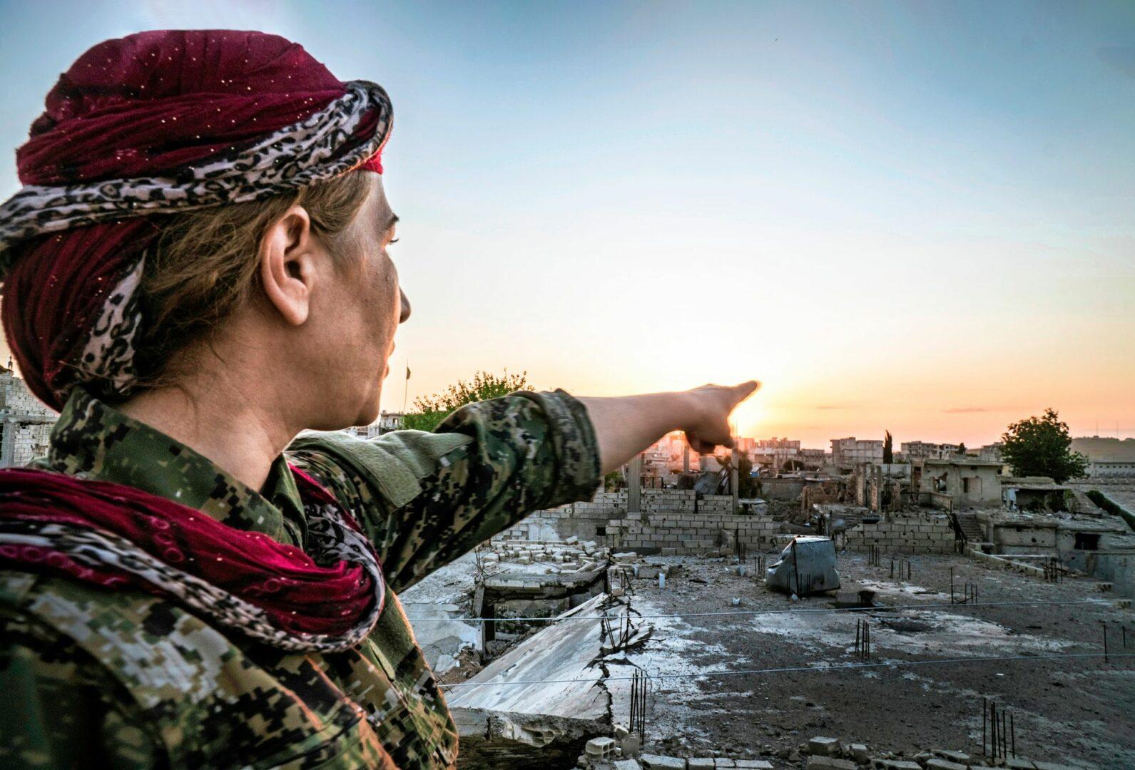 ISIS:iä vastaan taistelleet kurdien YPJ-joukot tulivat tunnetuksi naissotilaistaan, jotka pysäyttivät kalifaatin etenemisen. Kurdien puolelle sotimaan lähteneiden tai sieltä palanneiden suomalaisten tarkkaa määrää ei tiedetä.  © Getty Images