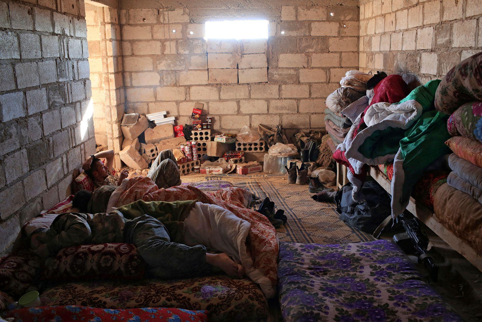 Kurdien puolelle ISIS:iä vastaan saapui 2014–2019 lukuisia vapaaehtoisia eri maista. Taistelijat ja auttajat majoittuivat askeettisiin oloihin, usein sotatoimien vaurioittamiin taloihin. © Getty Images