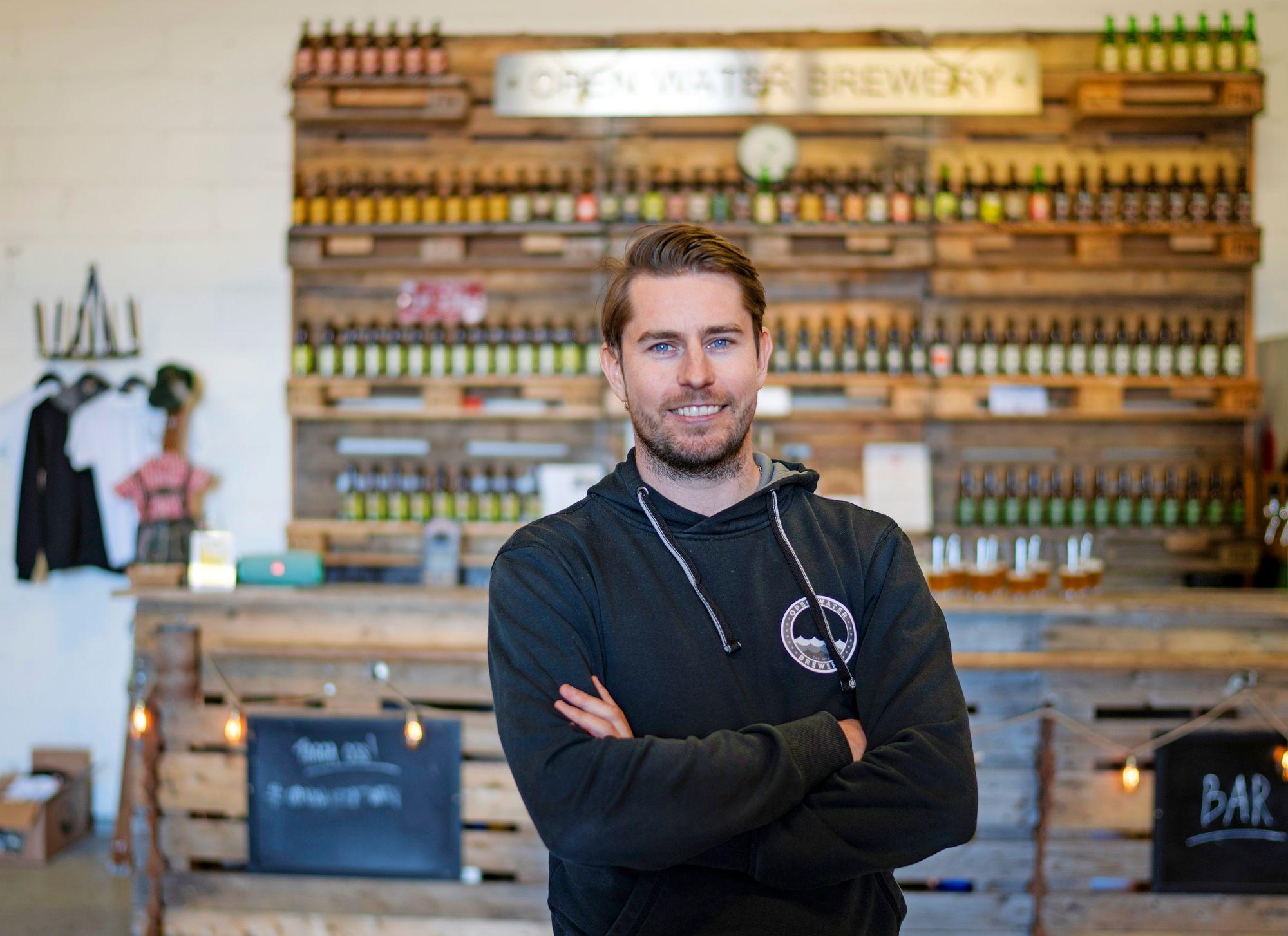 Jonas Jakobsson on yksi Open Water Brewery -pienpanimon omistajista. © Tuukka Ervasti