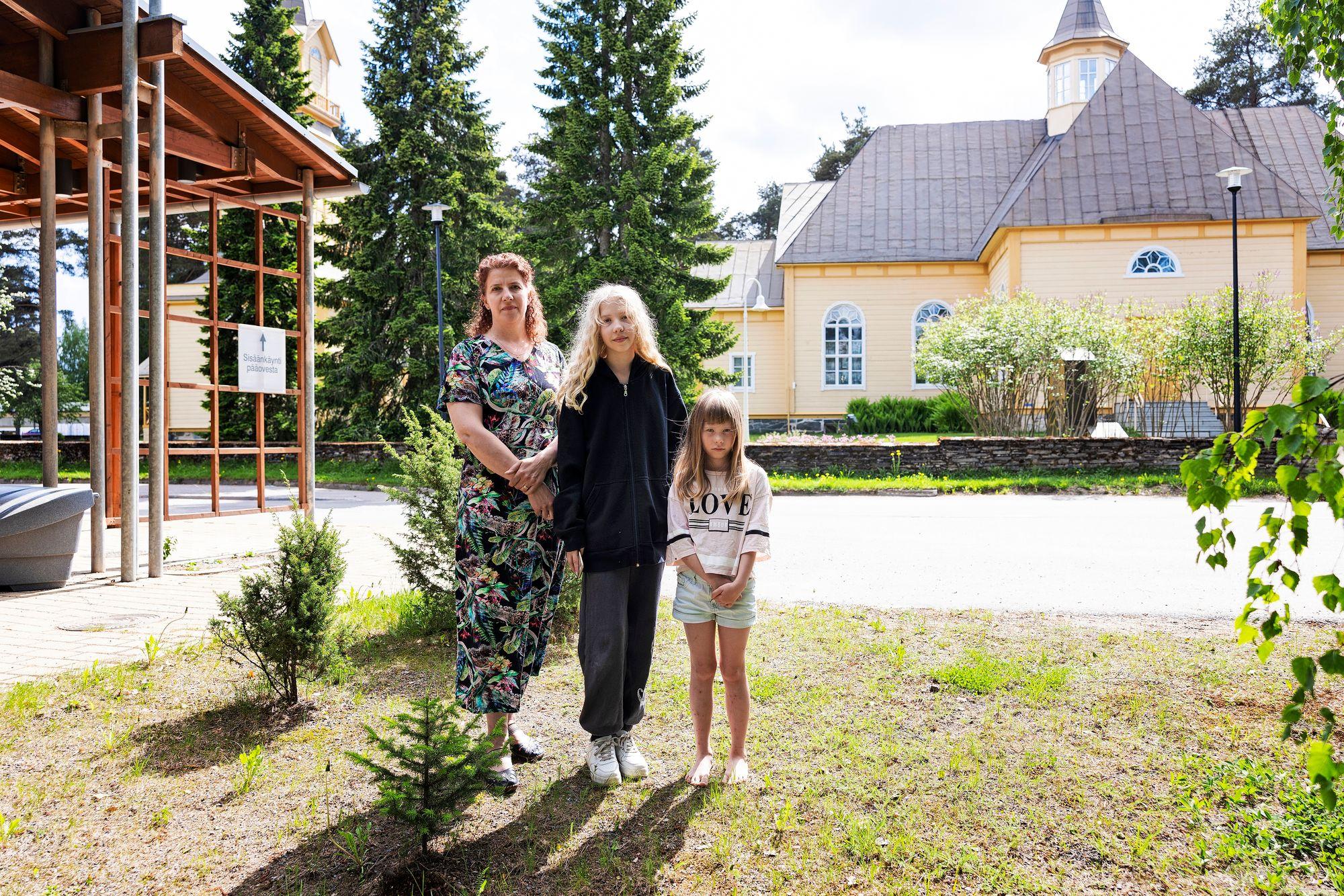 Sirpa, Elina ja Emilia Hämäläinen. © Matias Honkamaa
