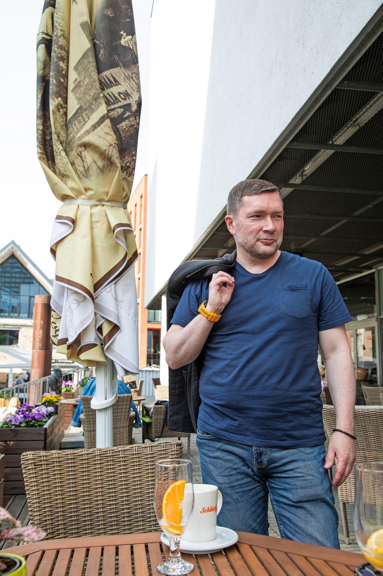 Rain Koolin mukaan Viron hallitus yritti pitää talouden takia maan auki mahdollisimman pitkään. Koronan toinen aalto pääsi iskemään rajummin kuin Suomessa. © Petri Mulari