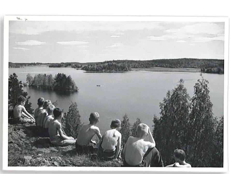 Tamperelaispoikia Nokian Kalliosaaressa 60-luvulla. © Tertun kotialbumi