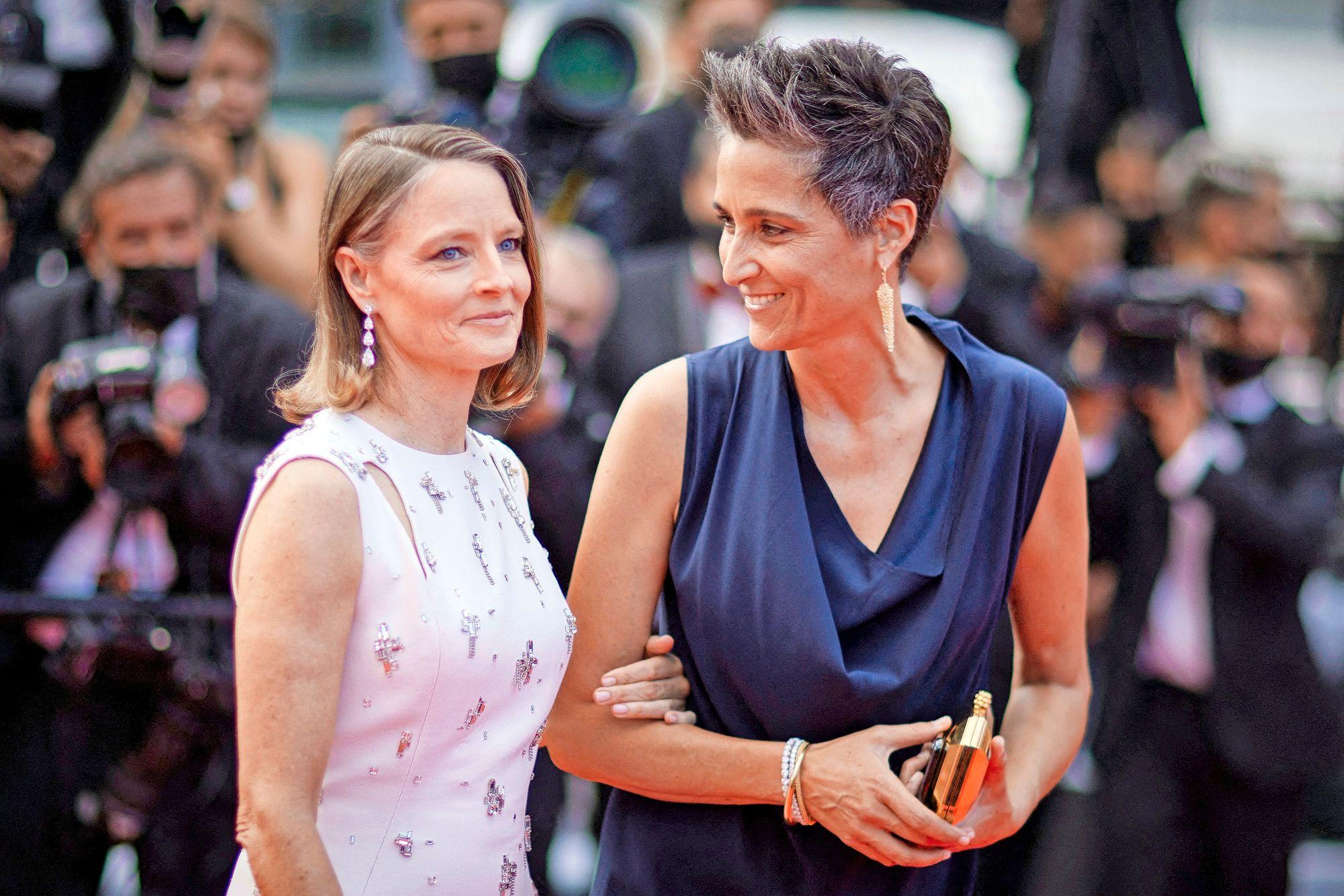 Kultainen Palmu -elämäntyöpalkinnon saanut näyttelijä-ohjaaja Jodie Foster juhli Cannesissa vaimonsa Alexandra Hedisonin kanssa. Palkintopuheessaan Foster kiitti vaimoaan sujuvasti ranskaksi. © JACOVIDES-BORDE-MOREAU / BESTIMAGE