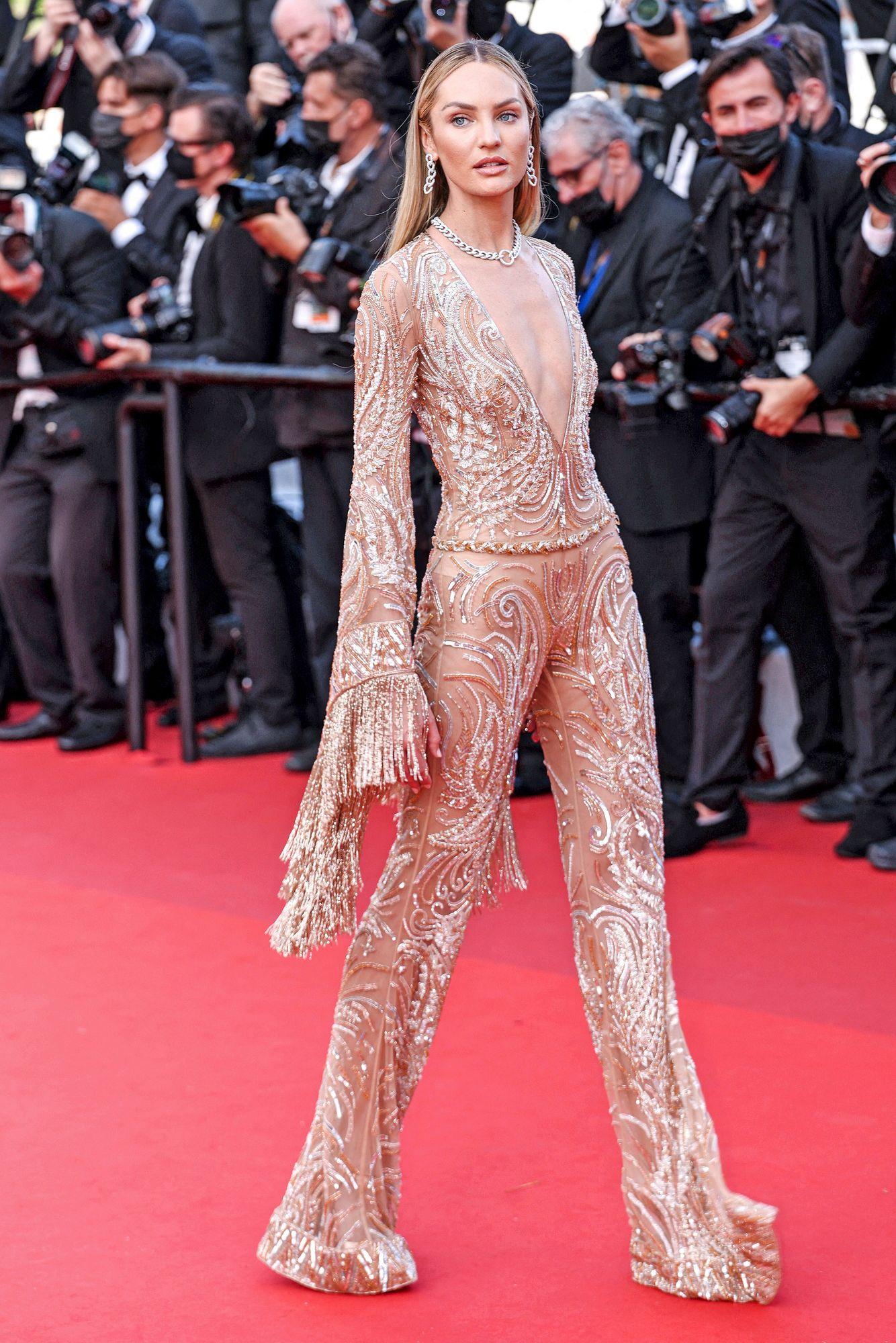 Malli Candice Swanepoel toi punaiselle matolle ripauksen 70-luvun glamouria. Etron ruusukultainen haalari oli kuin tehty Cannesin jatkobileisiin. © ŮPtertainment / ddp USA / MVPhotos