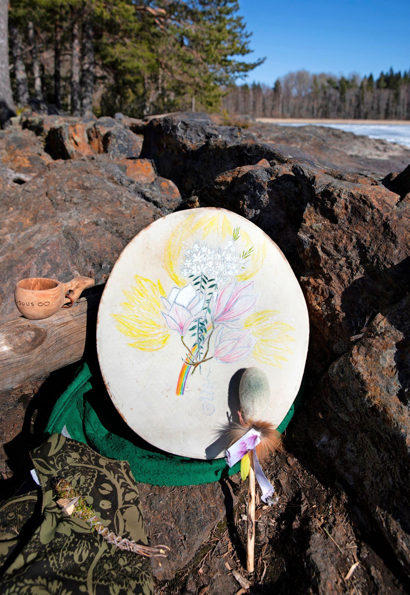 Kansanparannus on vuosisatoja vanhaa kulttuuria, johon kuuluvat myös rummut. © Riikka Hurri