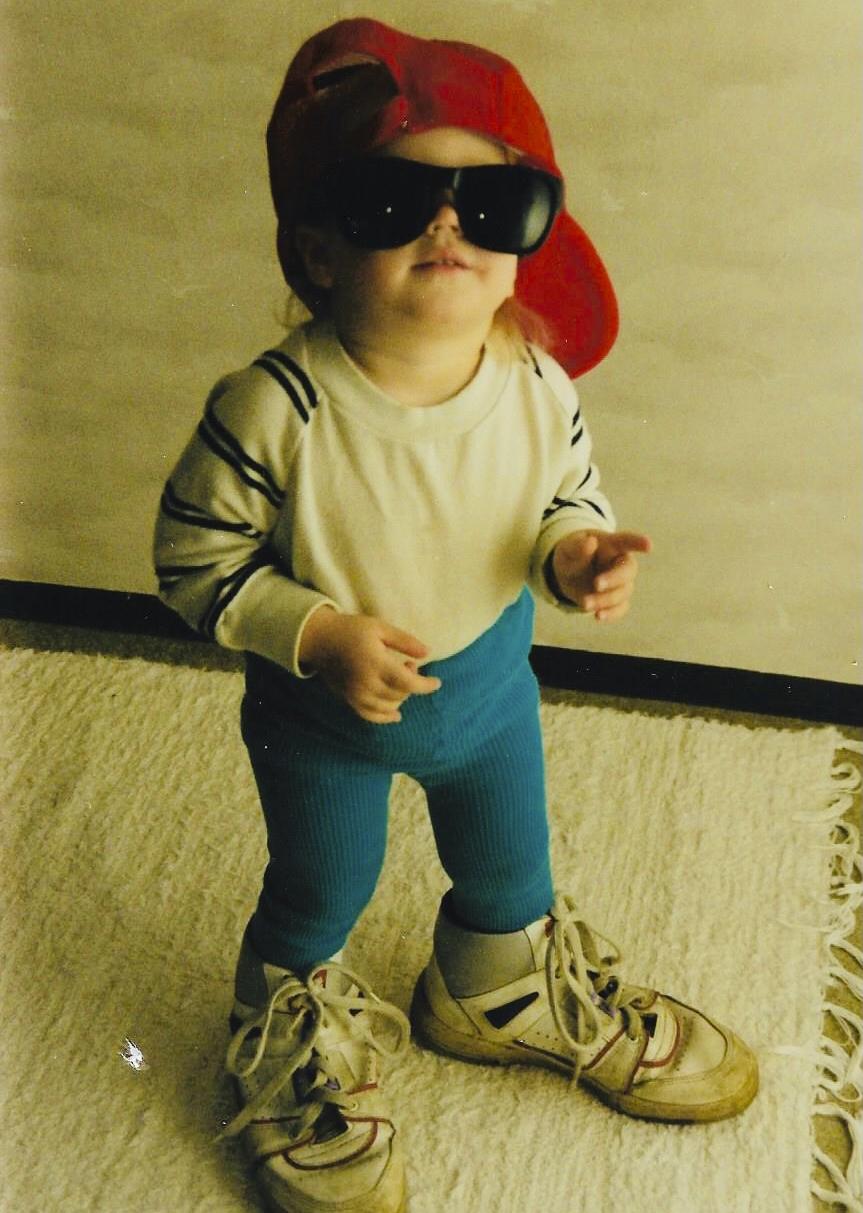Noora Louhimo rokkistarana 2-vuotiaana.