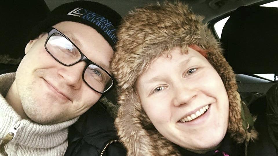 Sanoittajina Noora Louhimo ja Pekka V. Louhimo ovat erilaisia. Noora sanoo asiat suoraan, Pekka taas osaa käyttää kielikuvia.