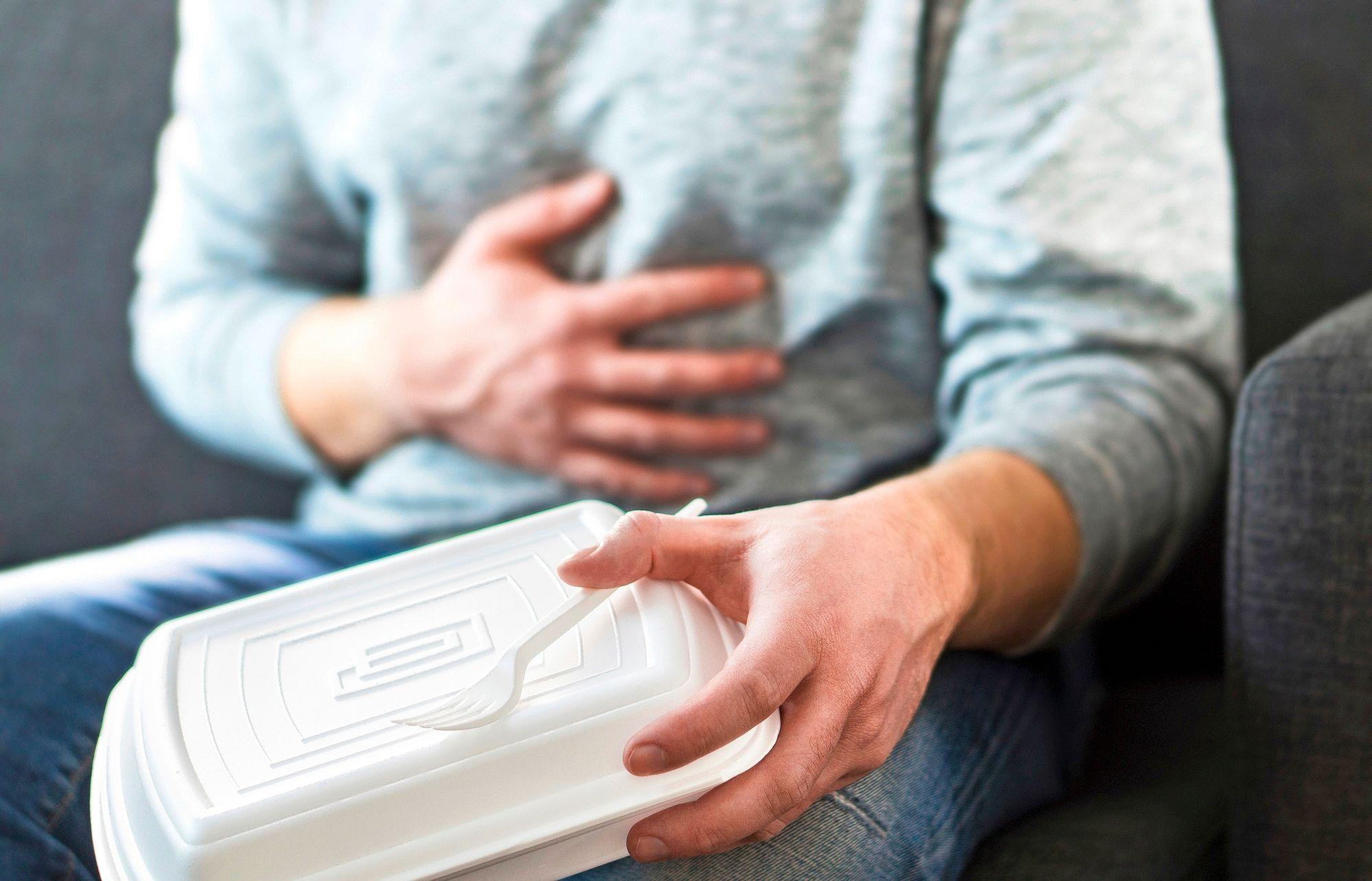 """""""Tasainen ateriarytmi, kohtuullinen annoskoko ja oireita lisäävien ruokien välttäminen helpottavat oireilua useimmiten hyvin."""