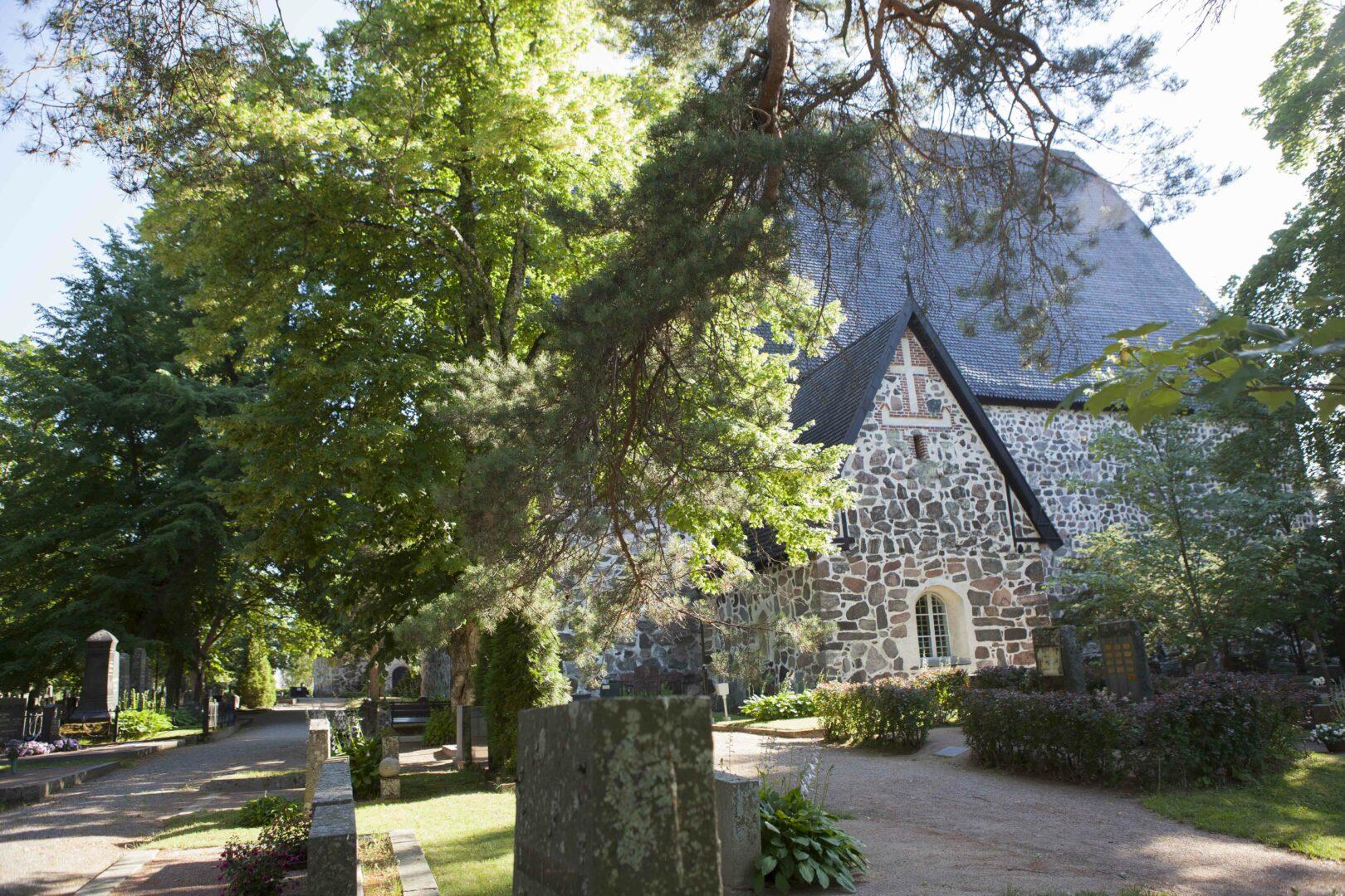 Pyhän Laurin kirkko on rakennettu 1400-luvun lopulla.
